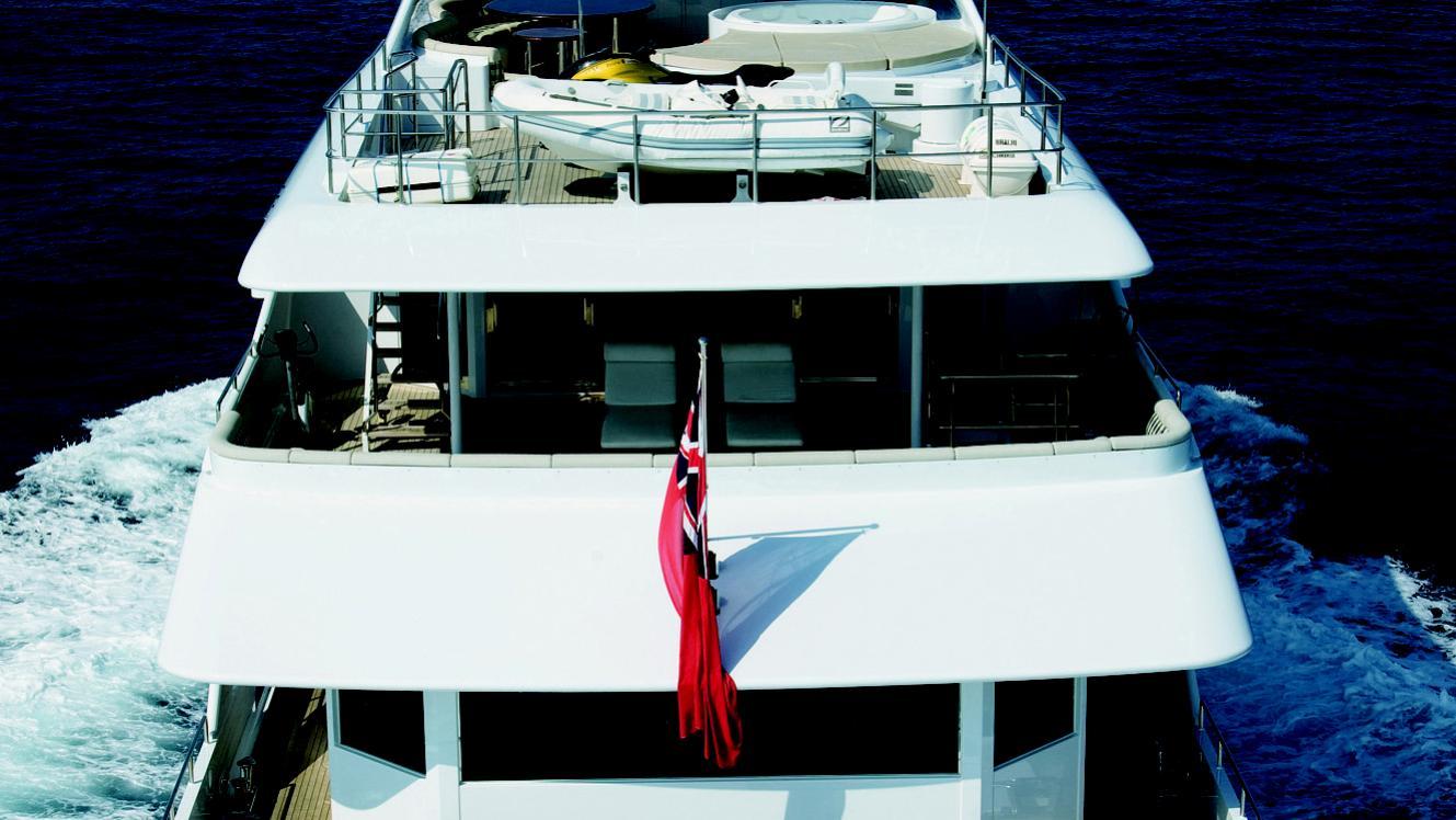 mac-brew-yacht-stern