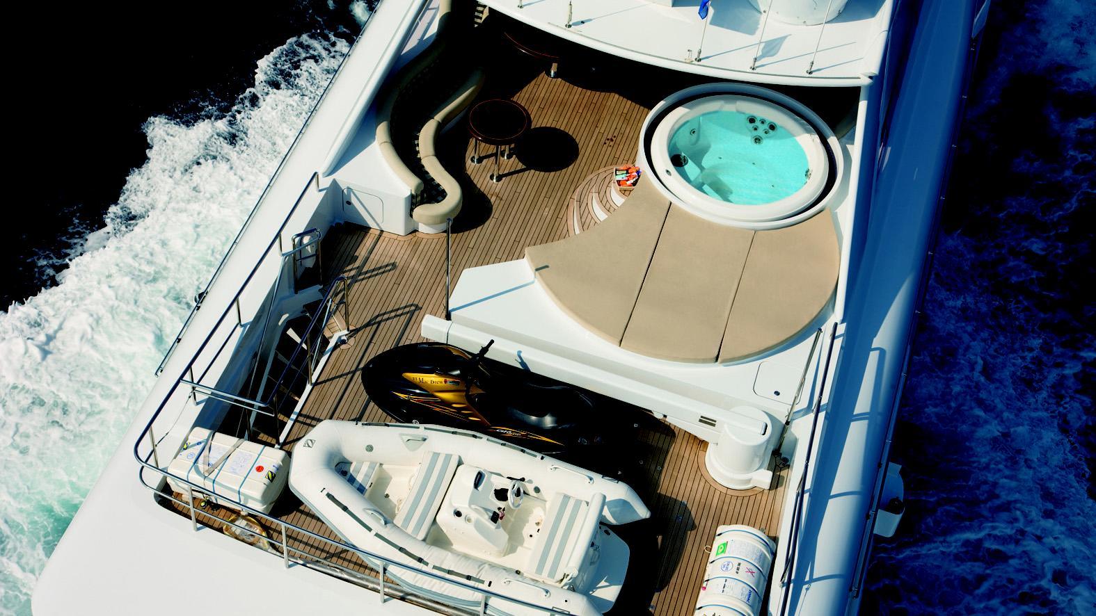mac-brew-yacht-fly-deck