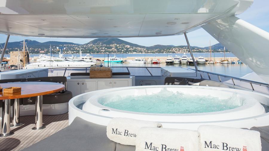 mac-brew-yacht-jacuzzi