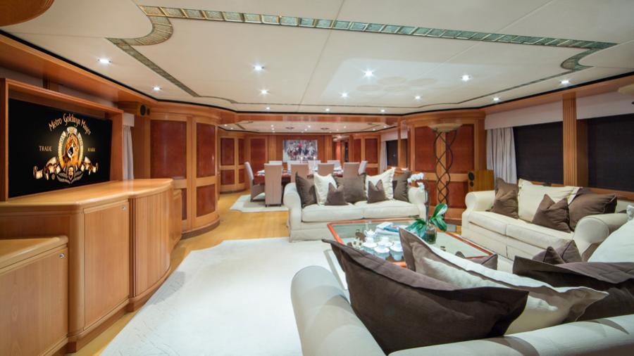 mac-brew-yacht-saloon