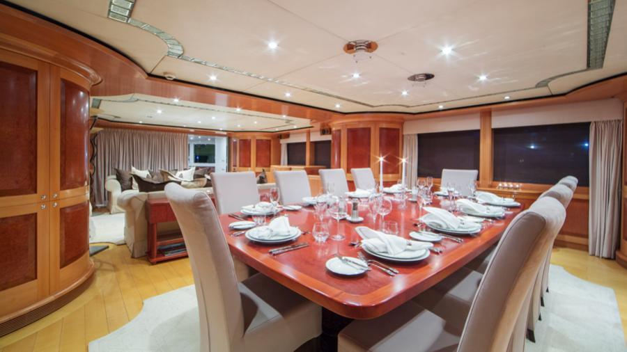 mac-brew-yacht-formal-dining