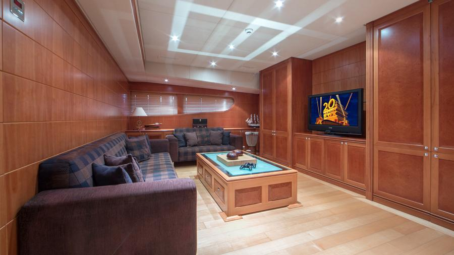 mac-brew-yacht-lounge