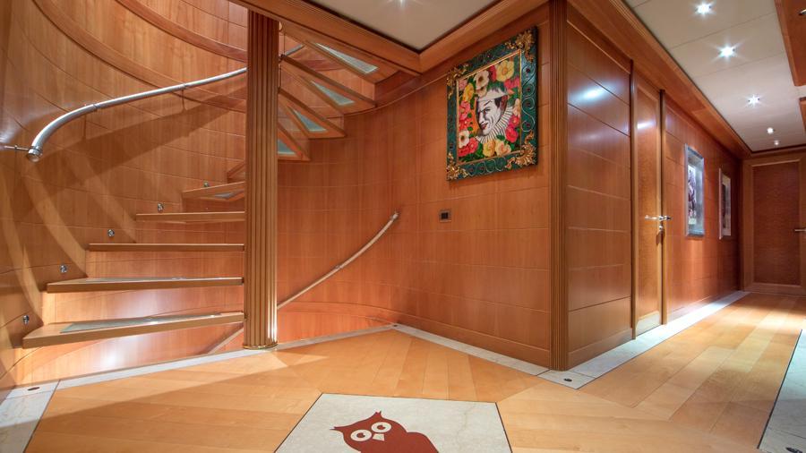 mac-brew-yacht-hallway