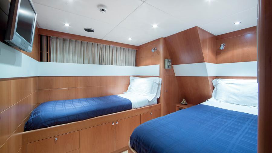 mac-brew-yacht-twin-cabin