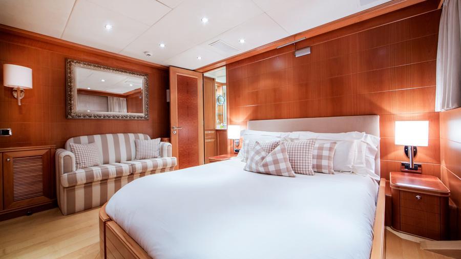 mac-brew-yacht-double-cabin
