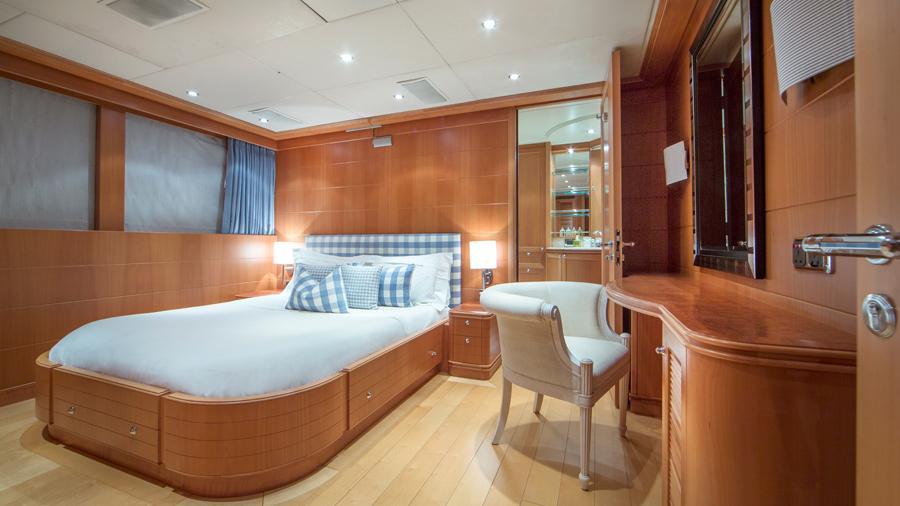 mac-brew-yacht-vip-cabin