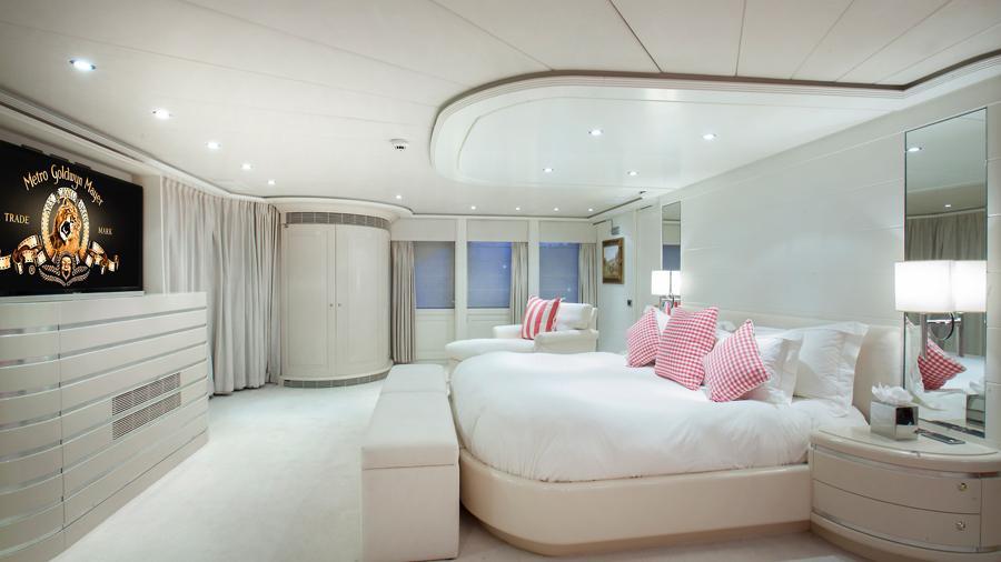 mac-brew-yacht-master-cabin