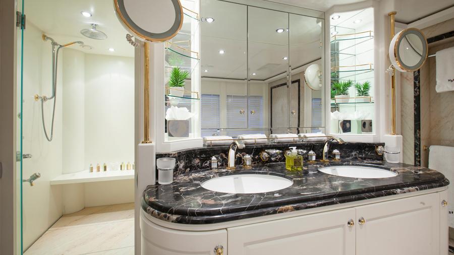 mac-brew-yacht-master-bathroom