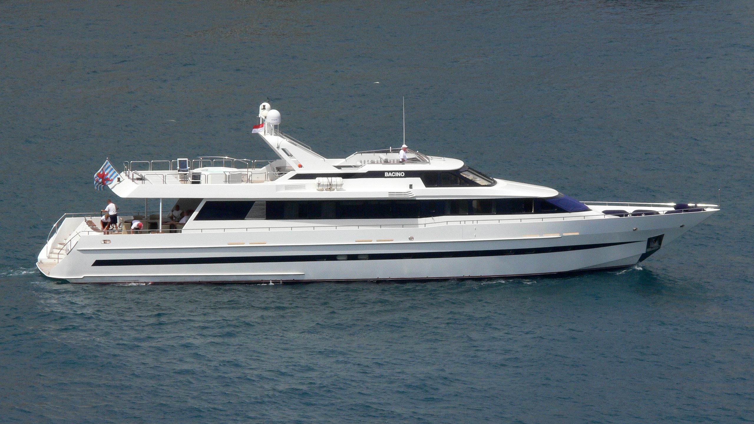 lady-j-yacht-exterior