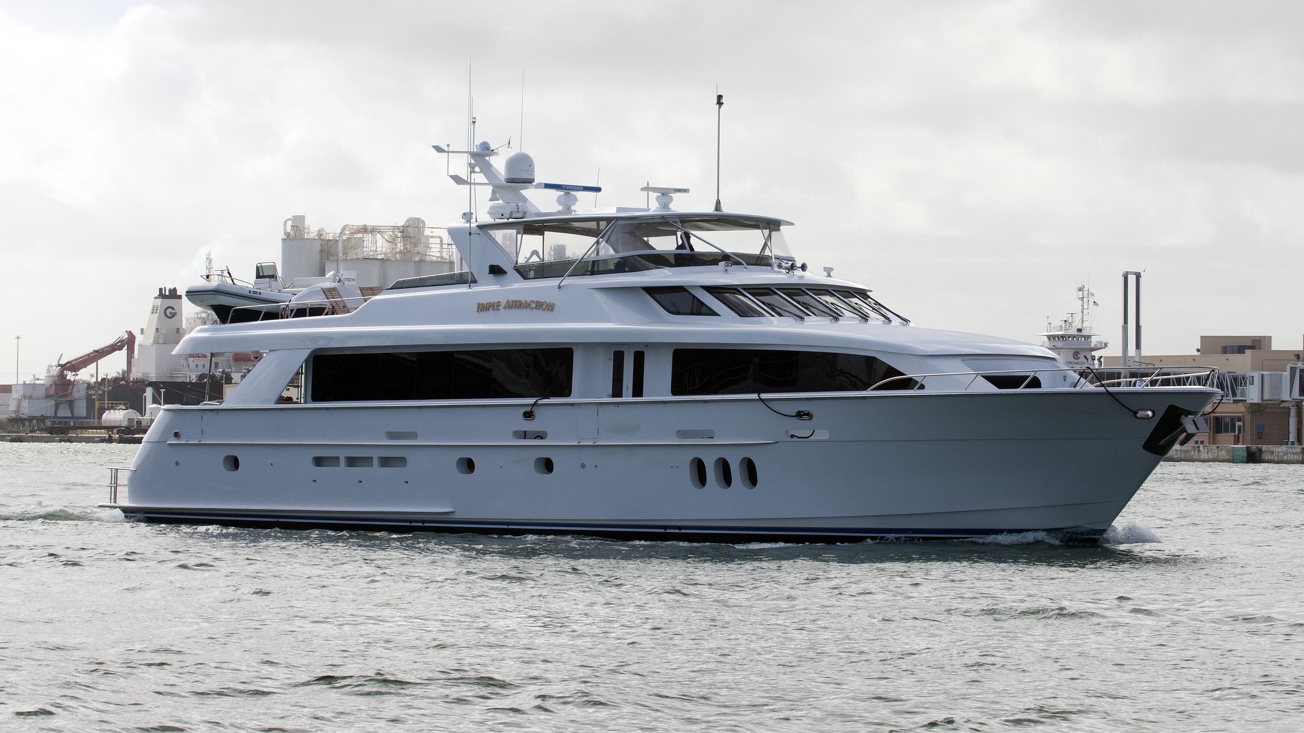 crescendo-yacht-exterior