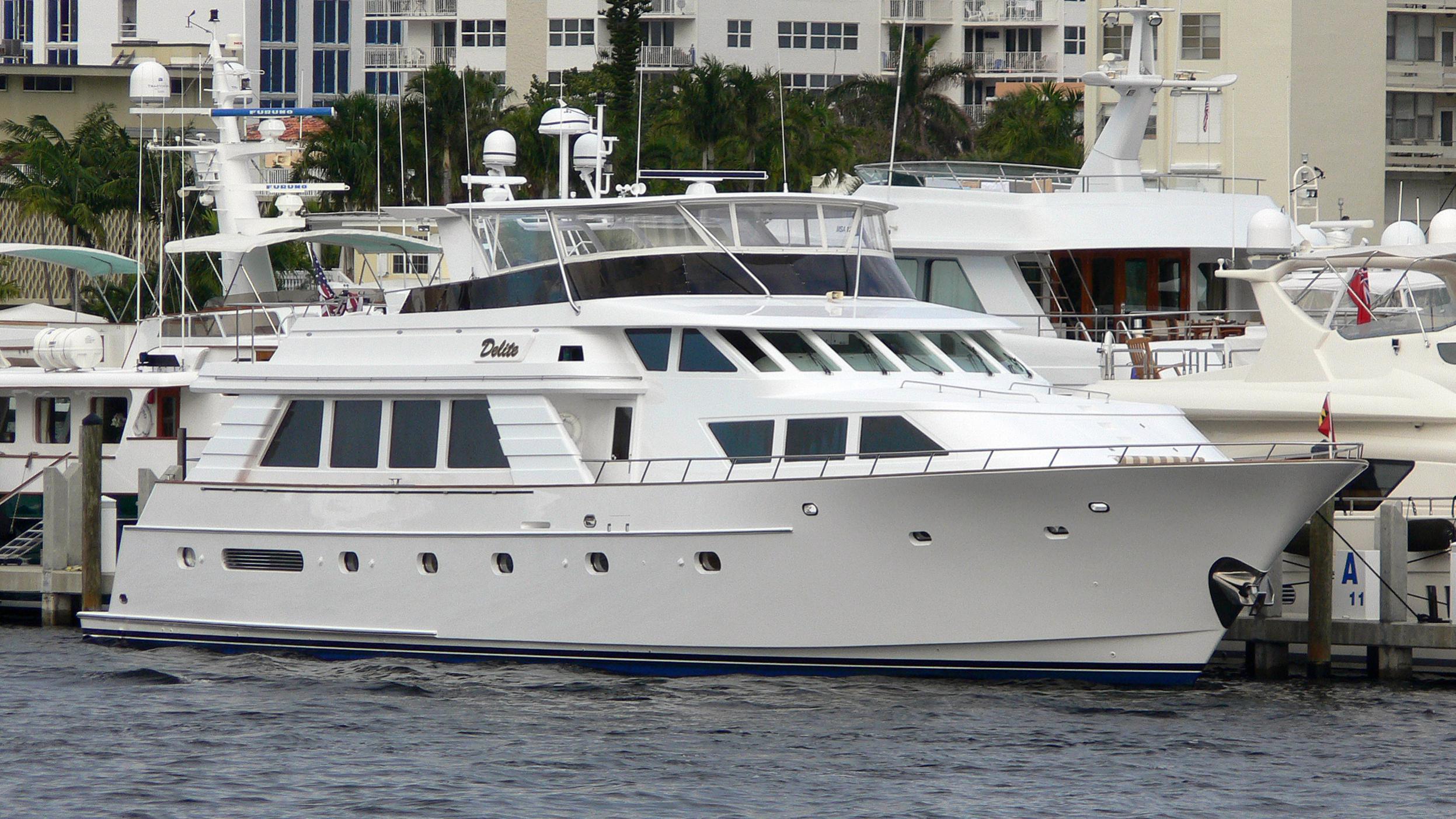 nauti-lass-yacht-exterior