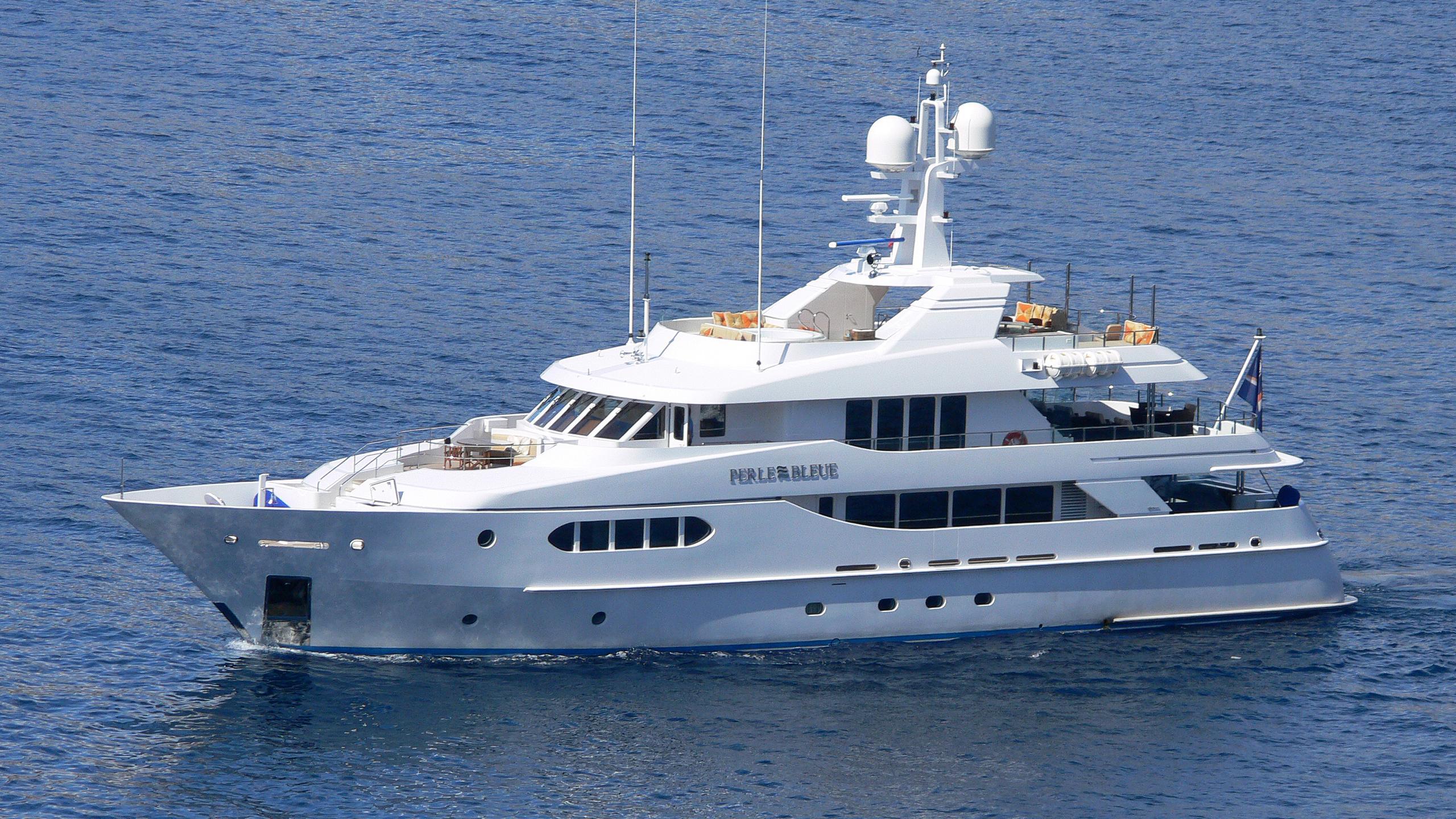 perle-bleue-yacht-exterior