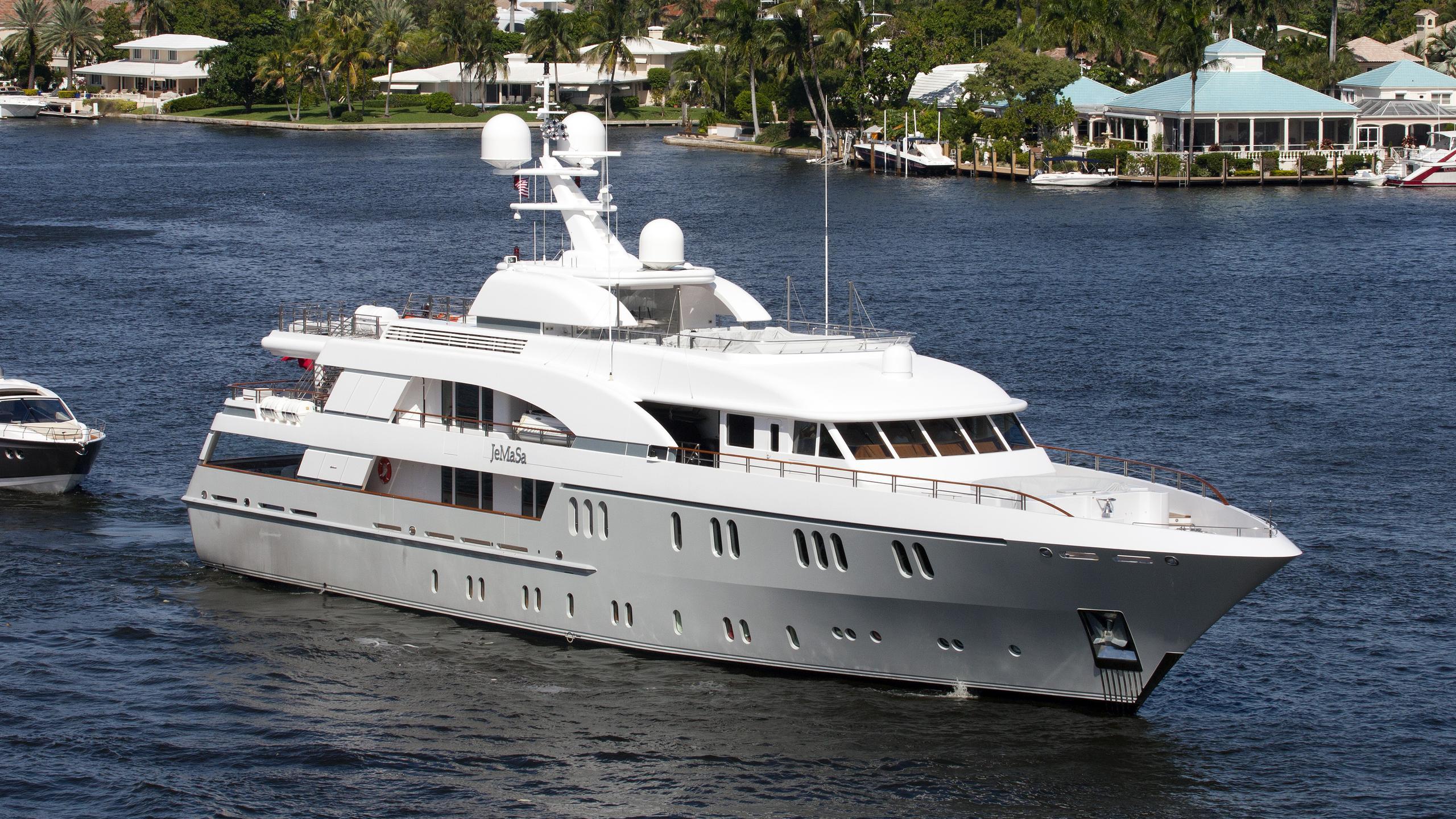 hadia-yacht-exterior