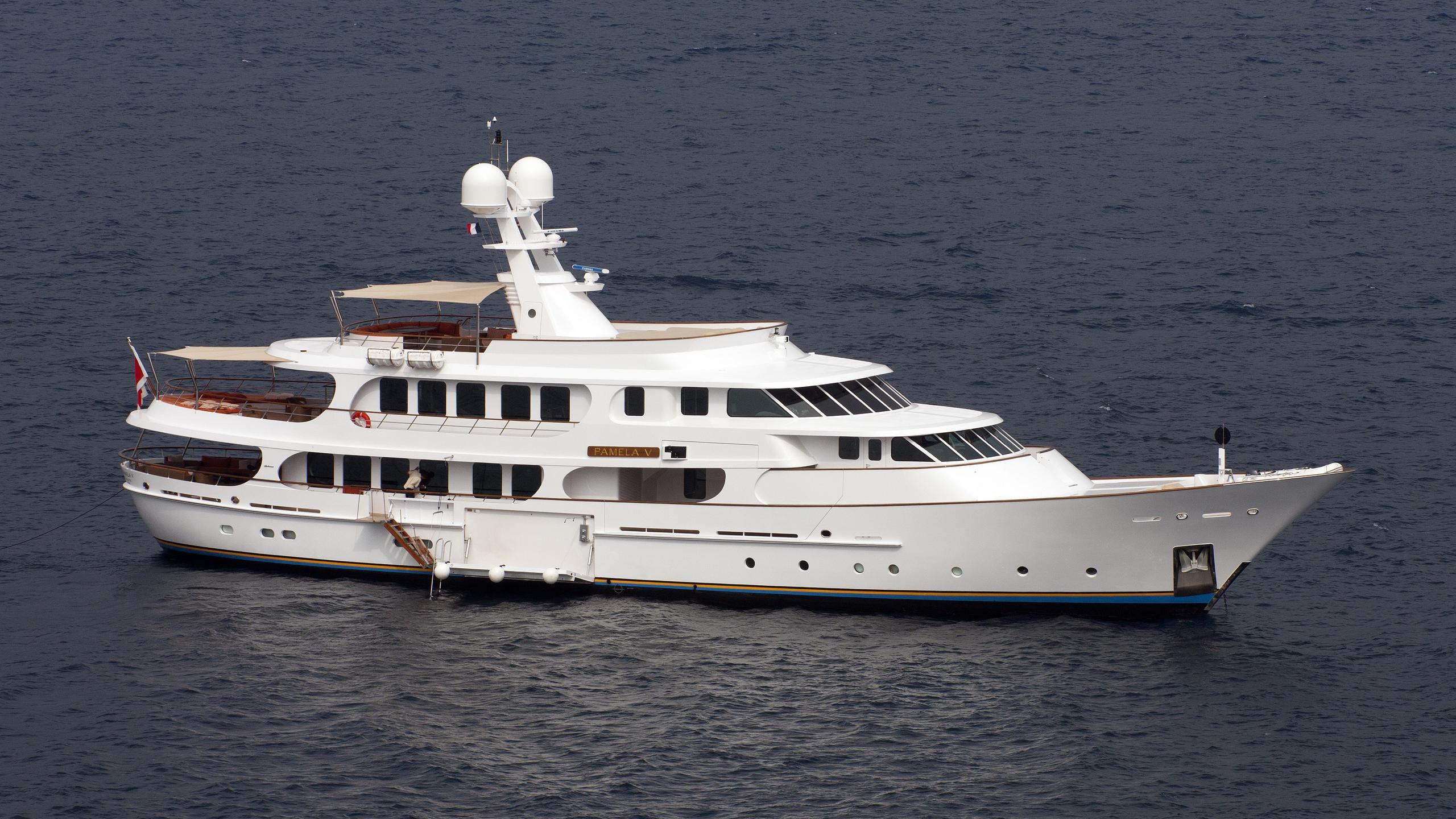 pamela-v-yacht-exterior