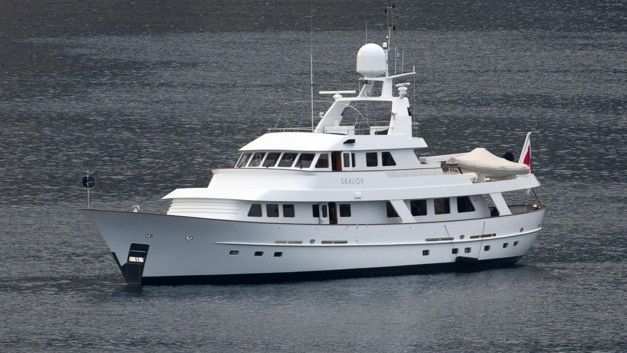 sealion-yacht-exterior