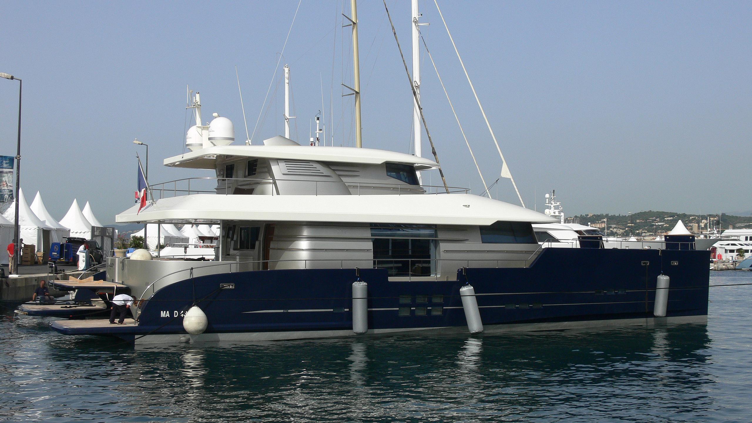 bradley-yacht-exterior