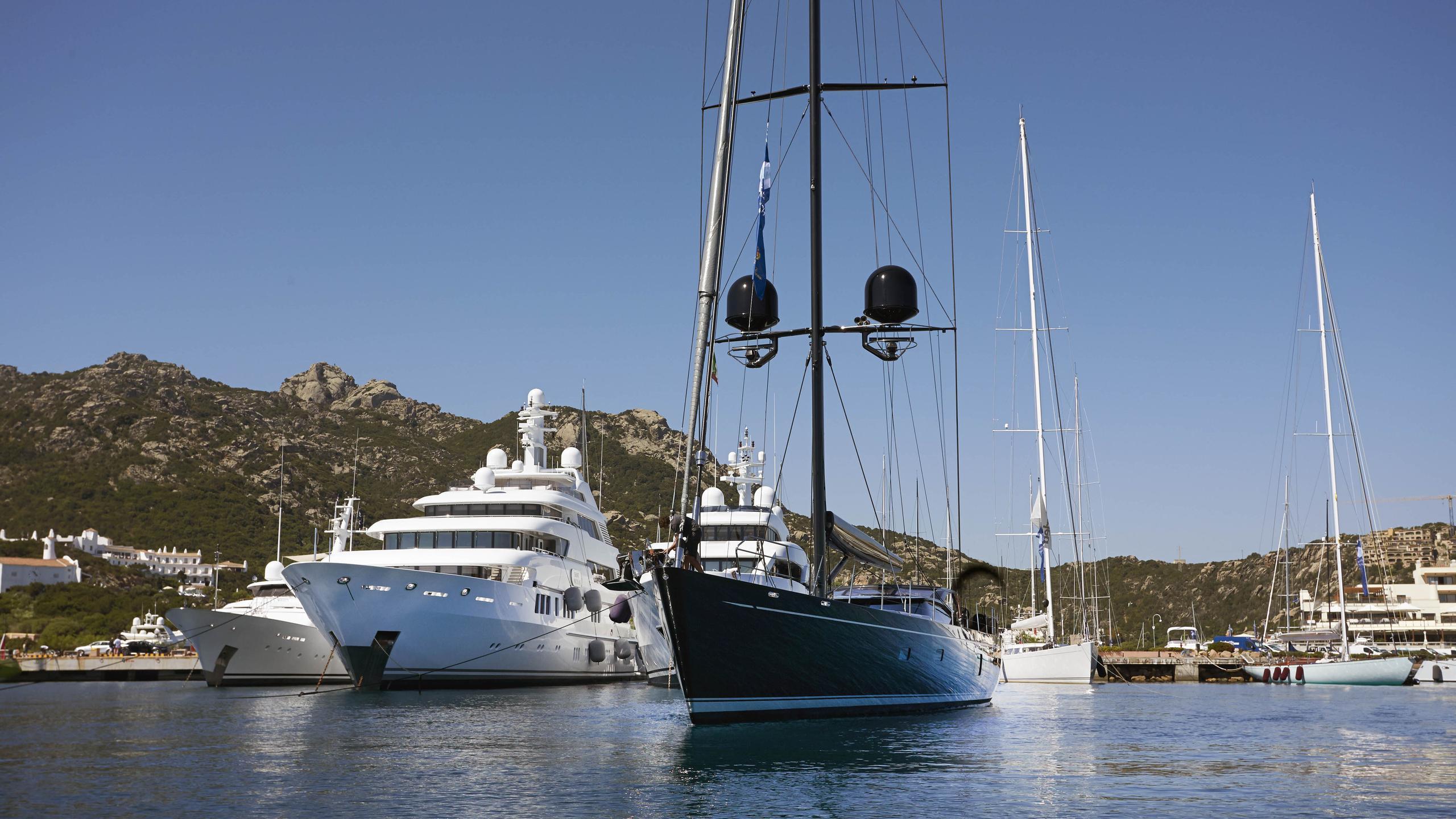 moonbird-yacht-at-anchor