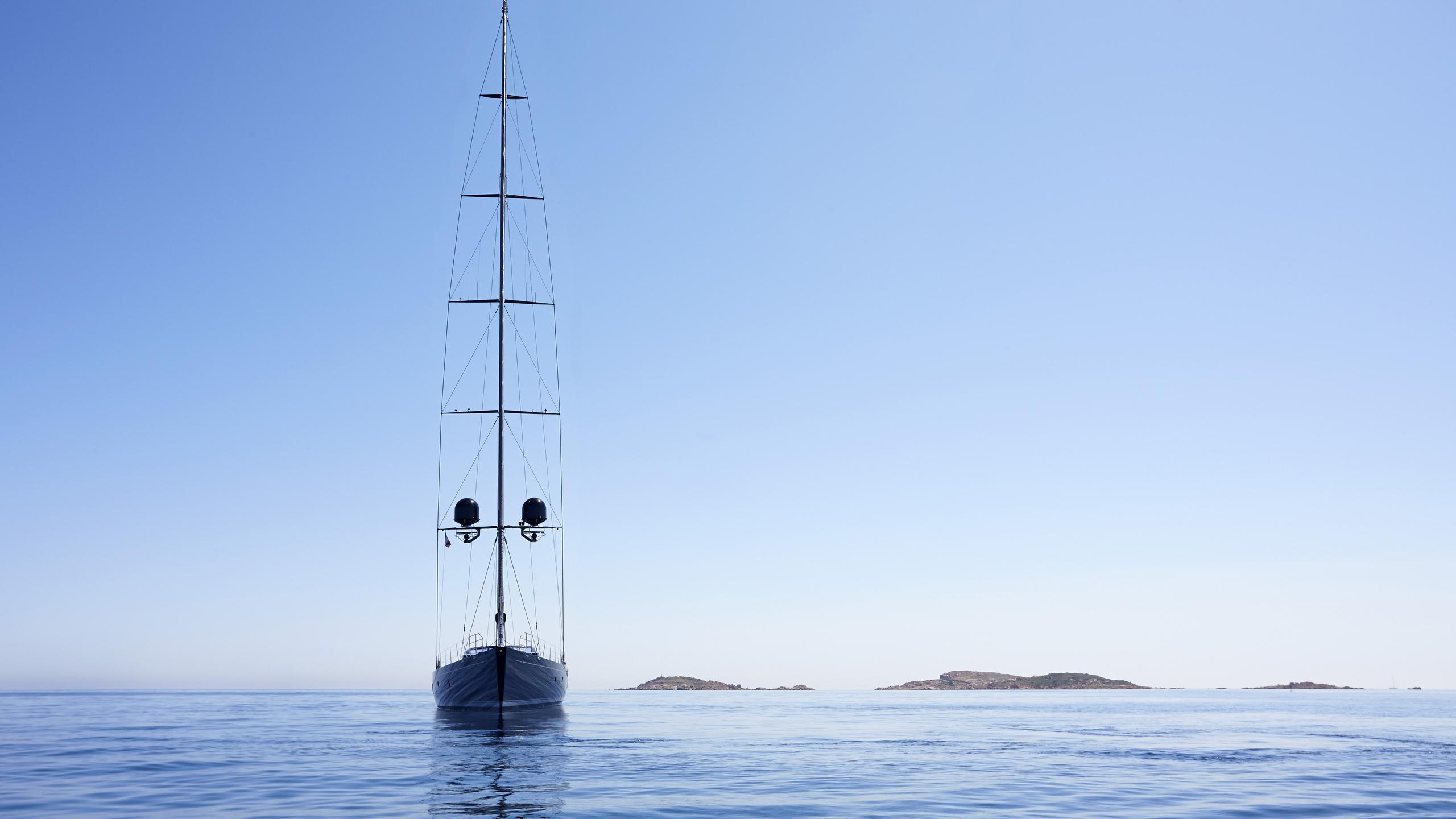 moonbird-yacht-bow