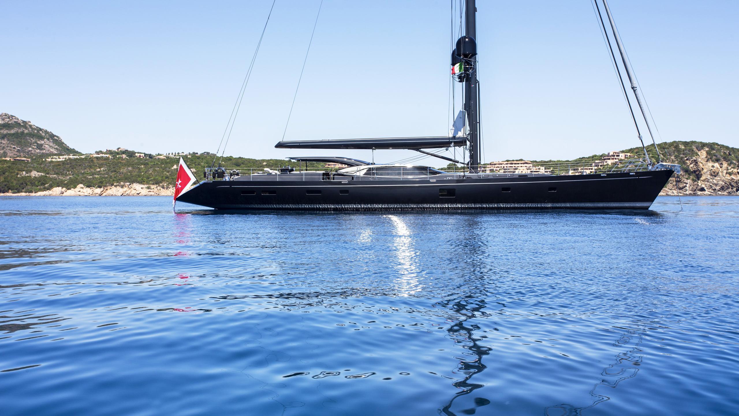 moonbird-yacht-profile