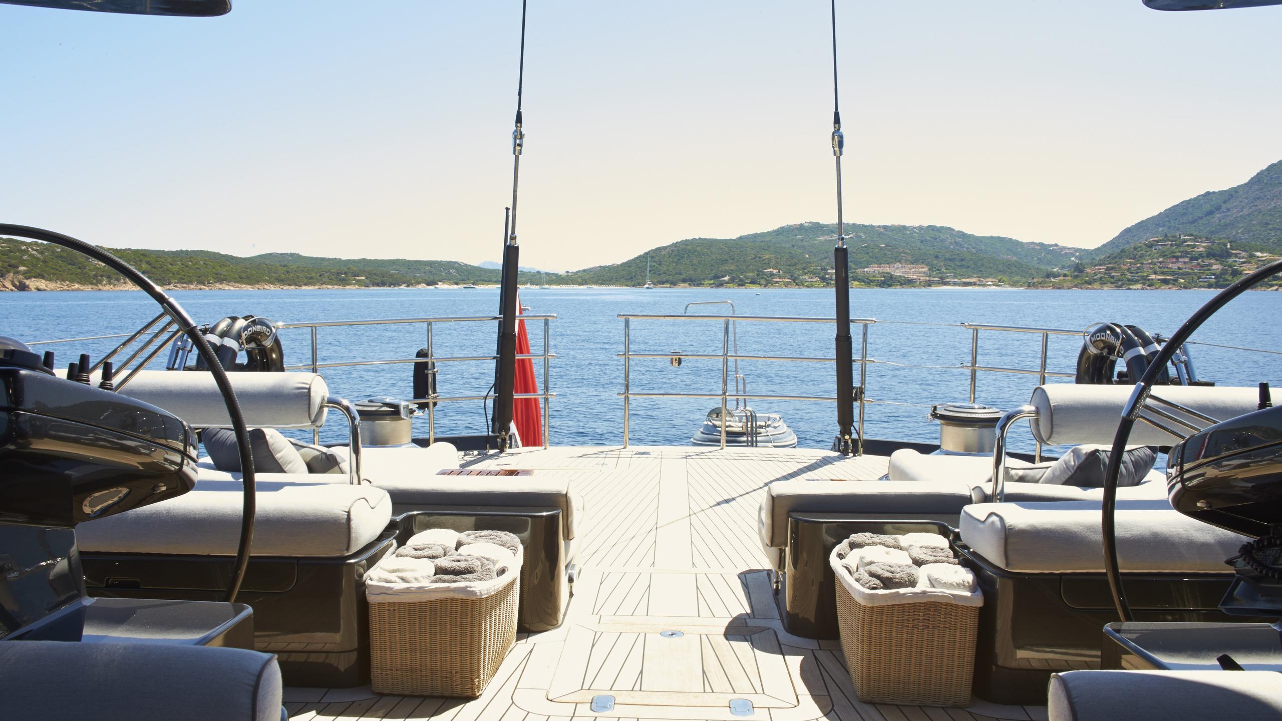 moonbird-yacht-aft-deck