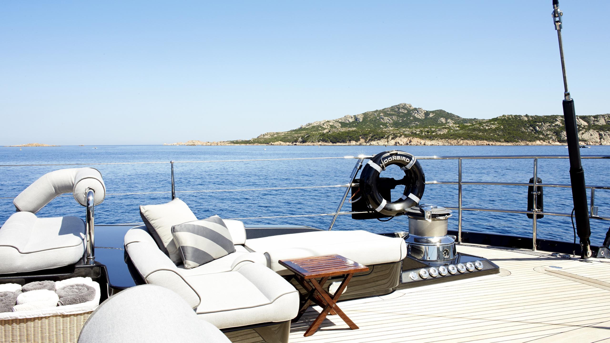 moonbird-yacht-aft-aft-seating