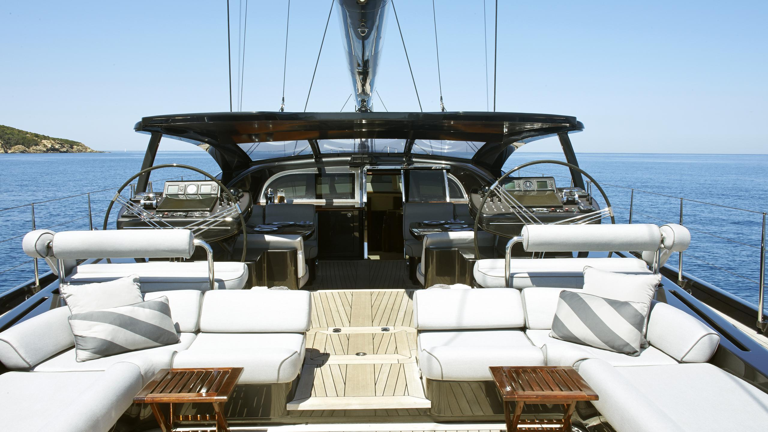 moonbird-yacht-aft-seating