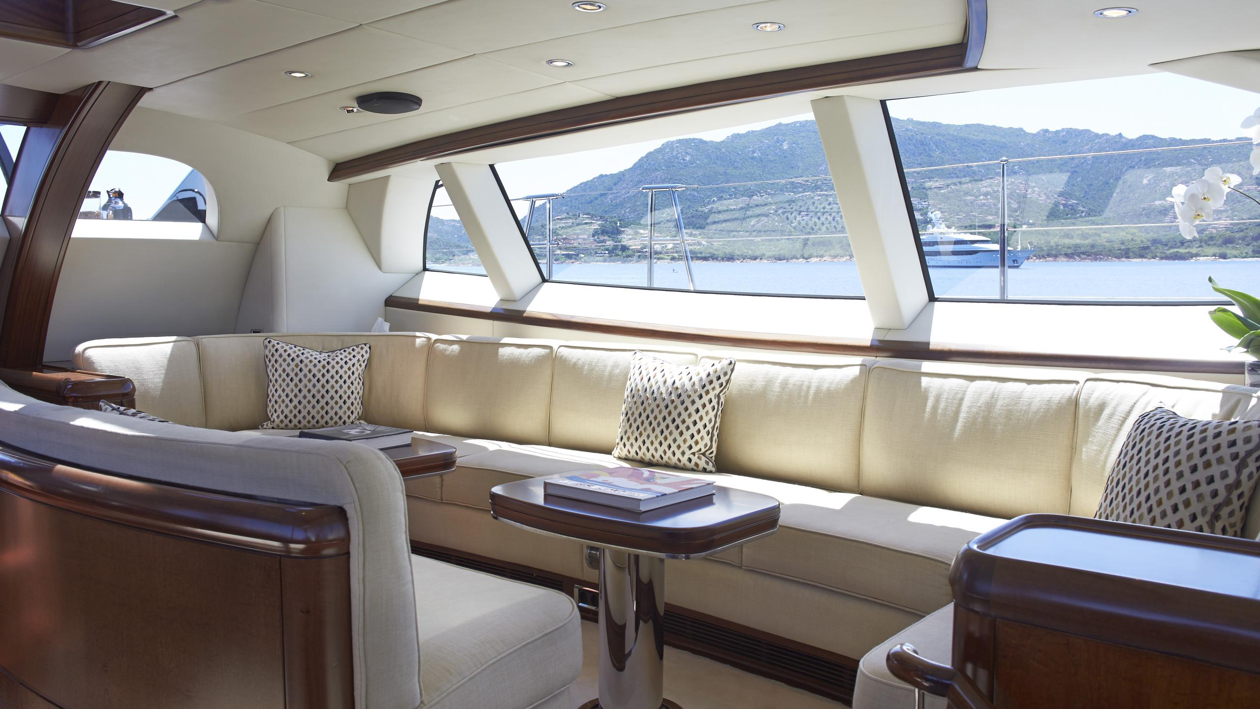 moonbird-yacht-saloon