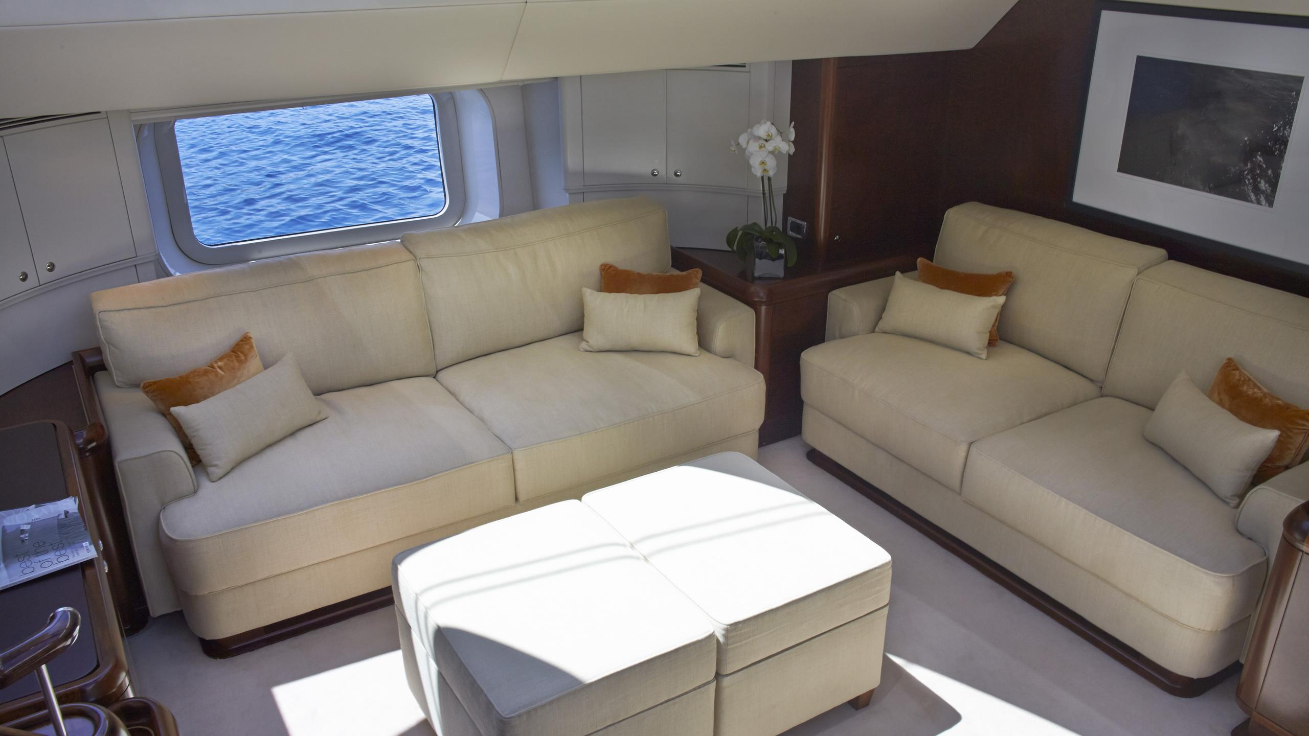 moonbird-yacht-lounge