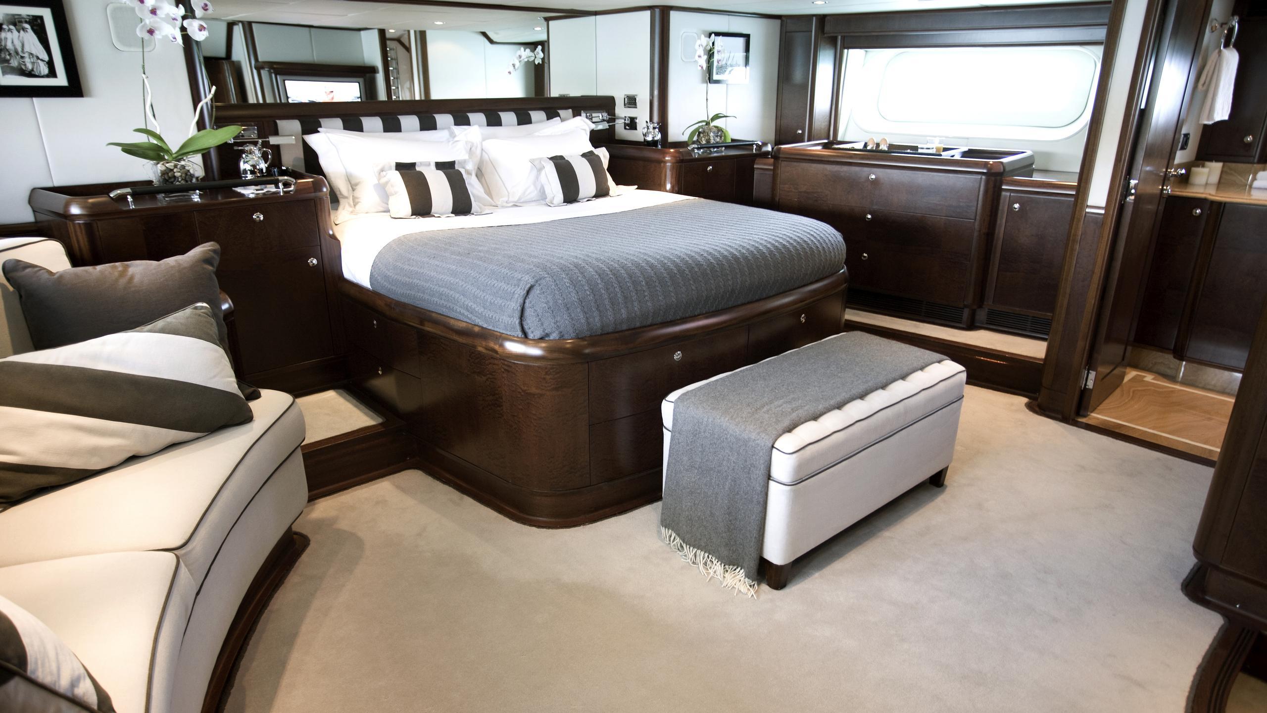 moonbird-yacht-master-cabin