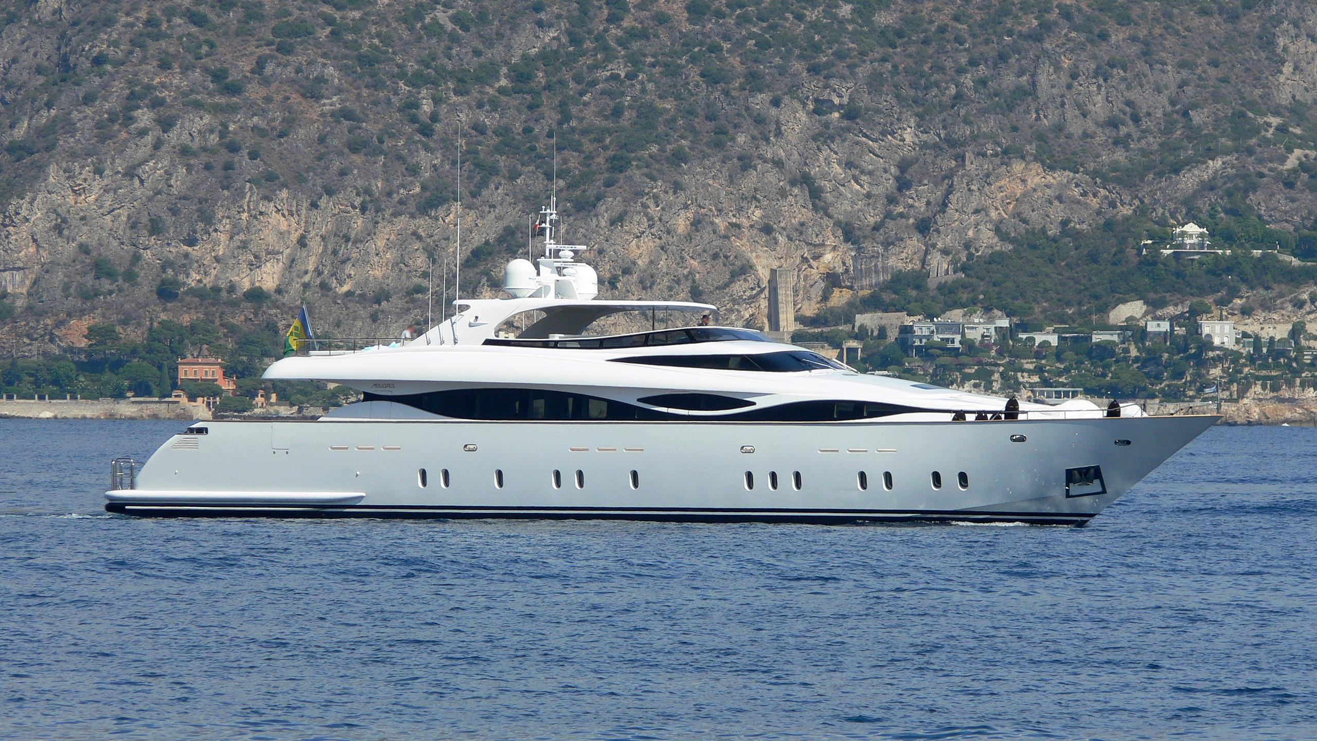 hunter-yacht-exterior