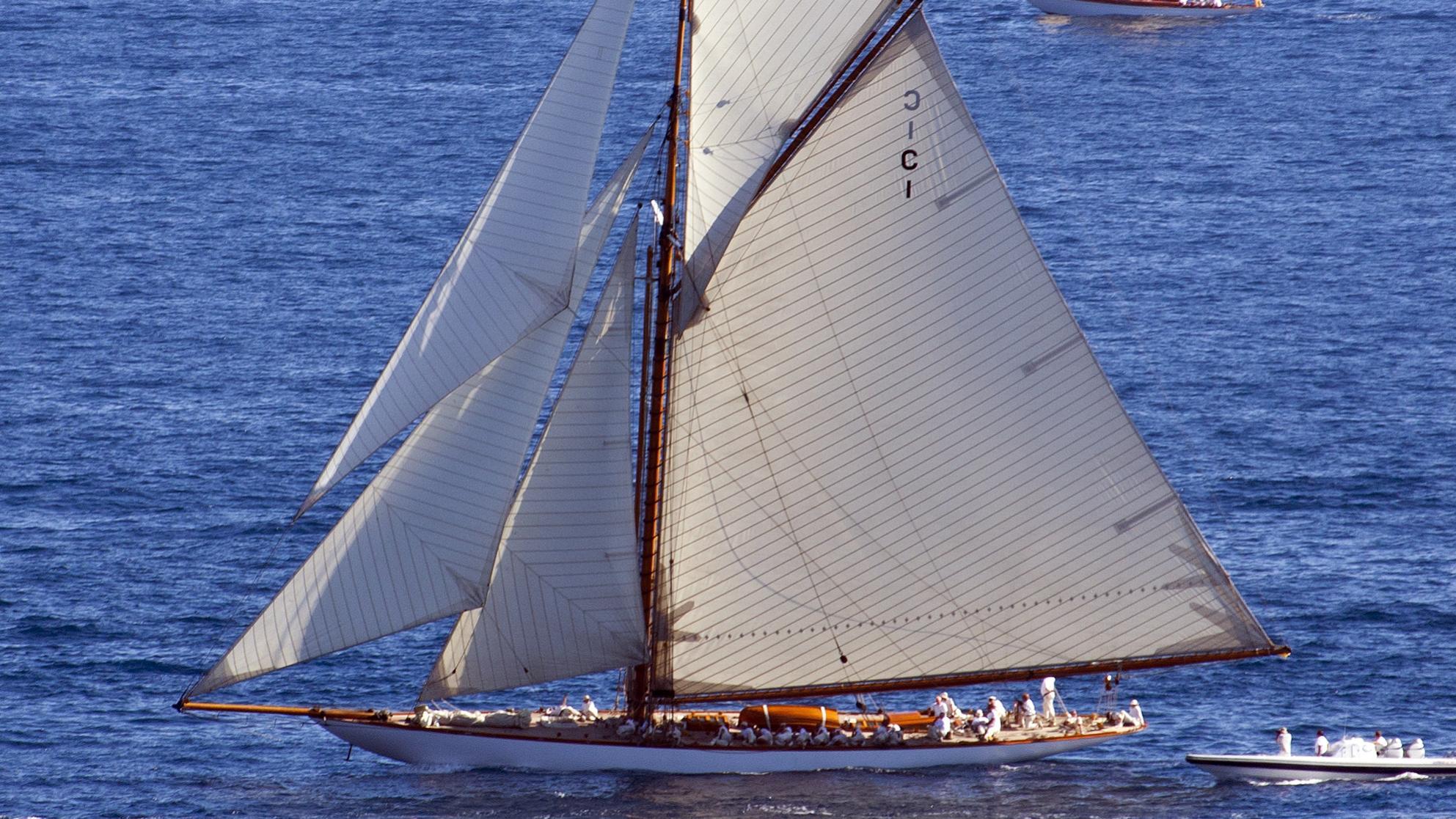tuiga-yacht-exterior-profile