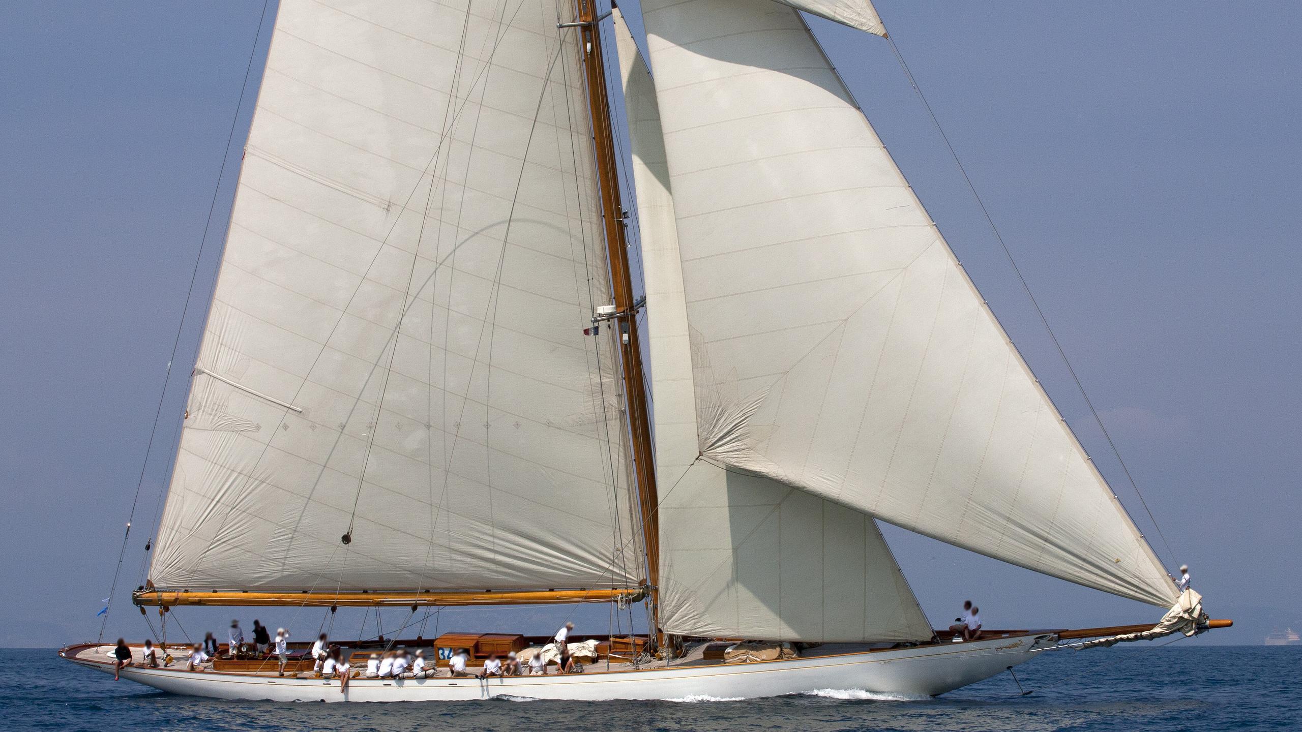 cambria-yacht-exterior