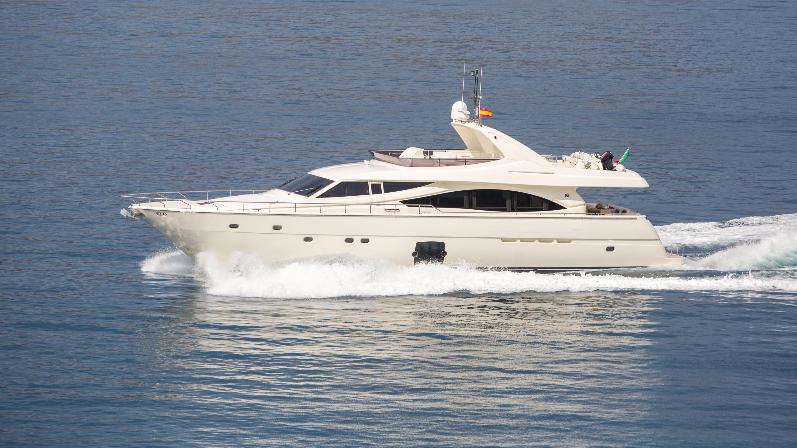 monticello-ii-yacht-at-sea
