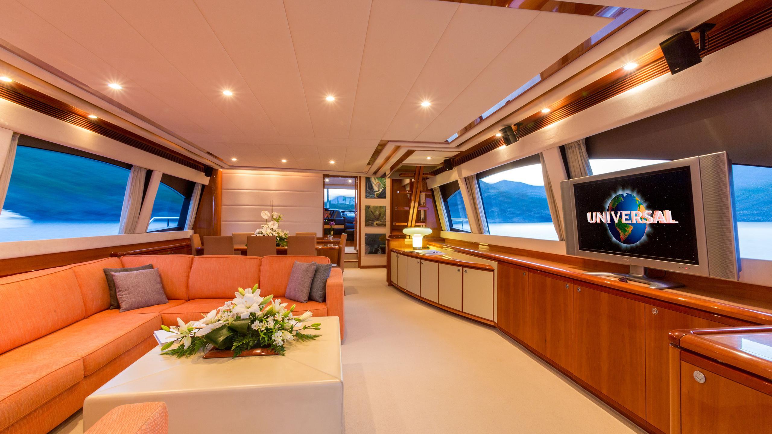 monticello-ii-yacht-saloon