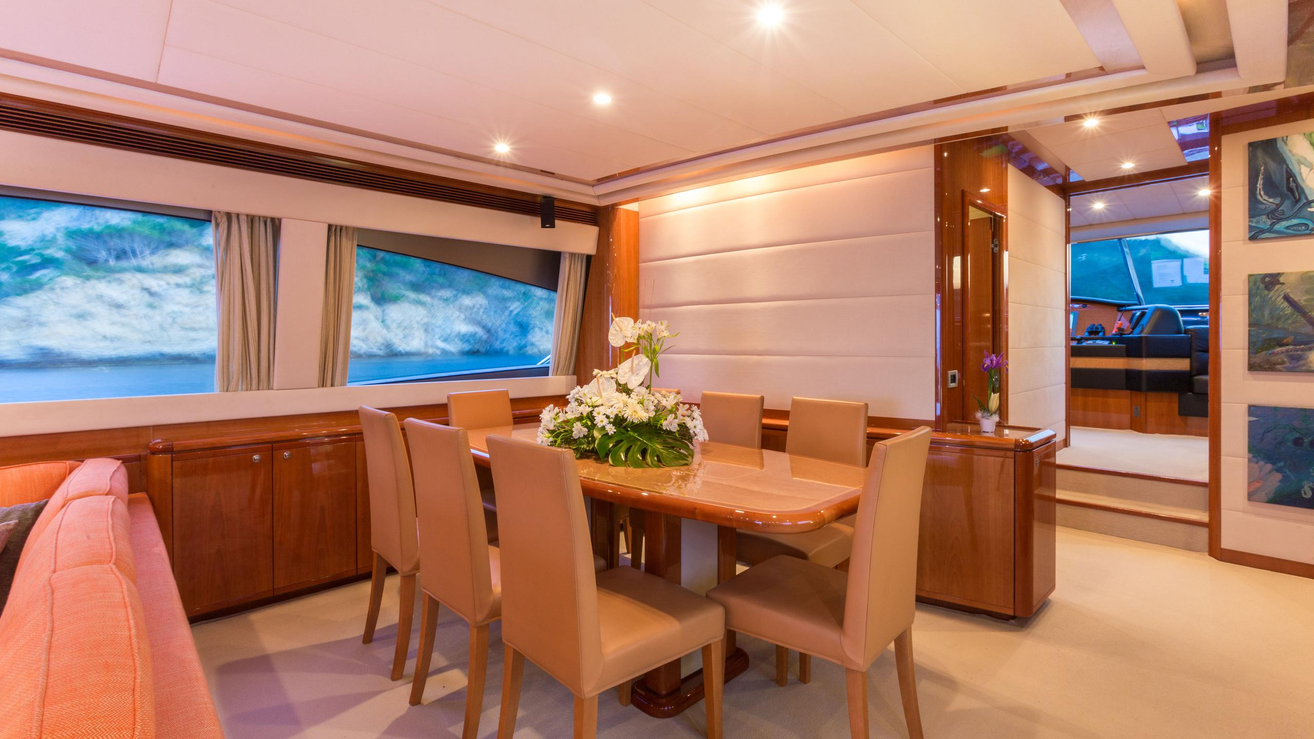 monticello-ii-yacht-dining