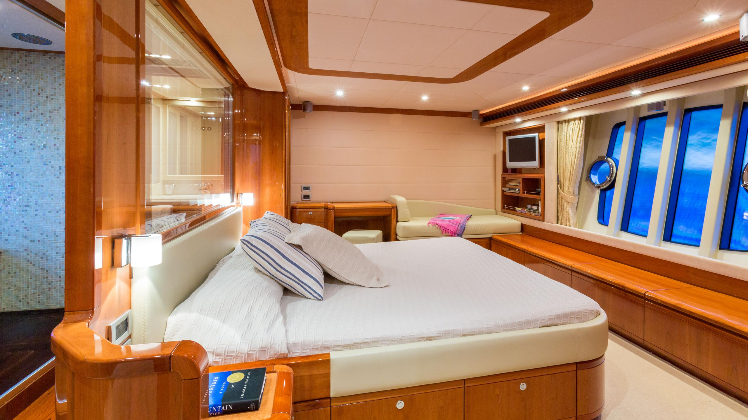 monticello-ii-yacht-master-cabin