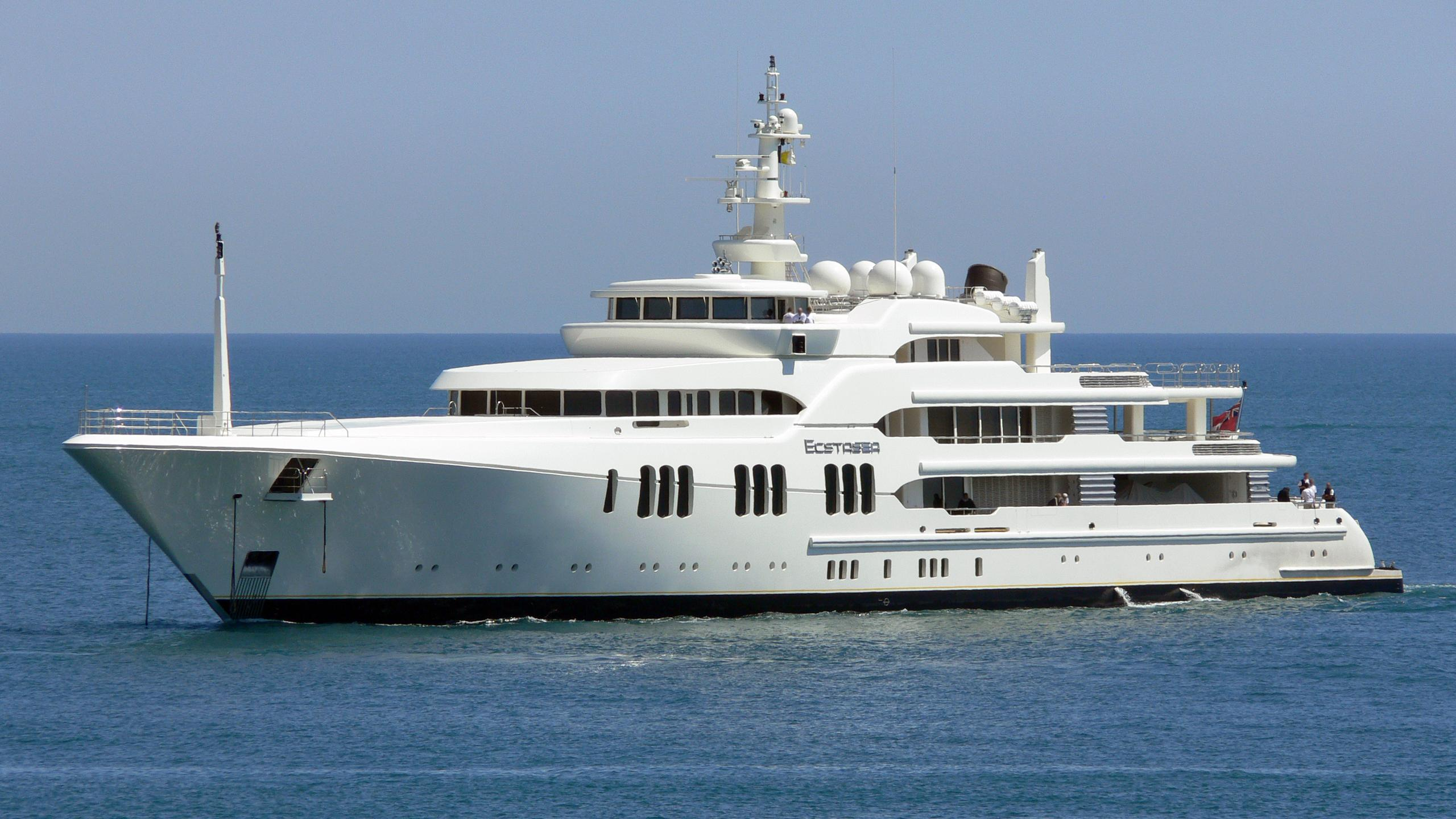 ecstasea-yacht-exterior