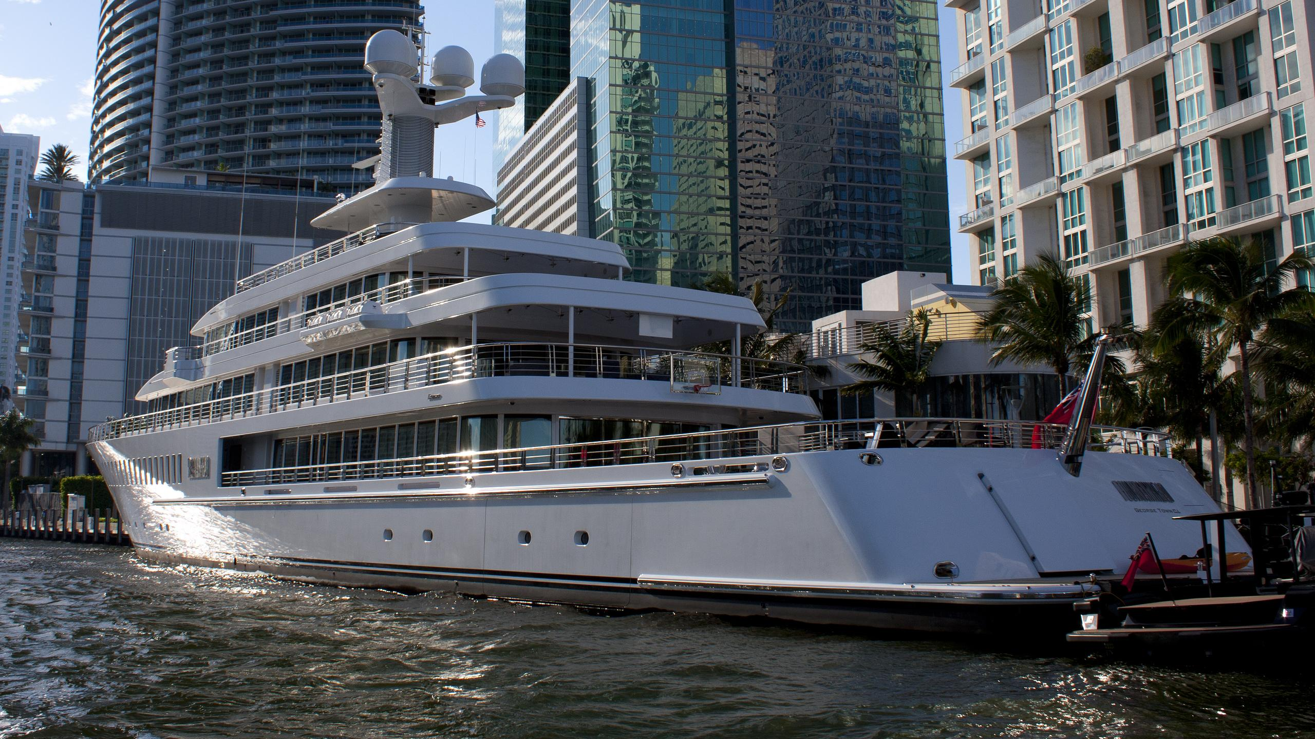 fountainhead-yacht-exterior