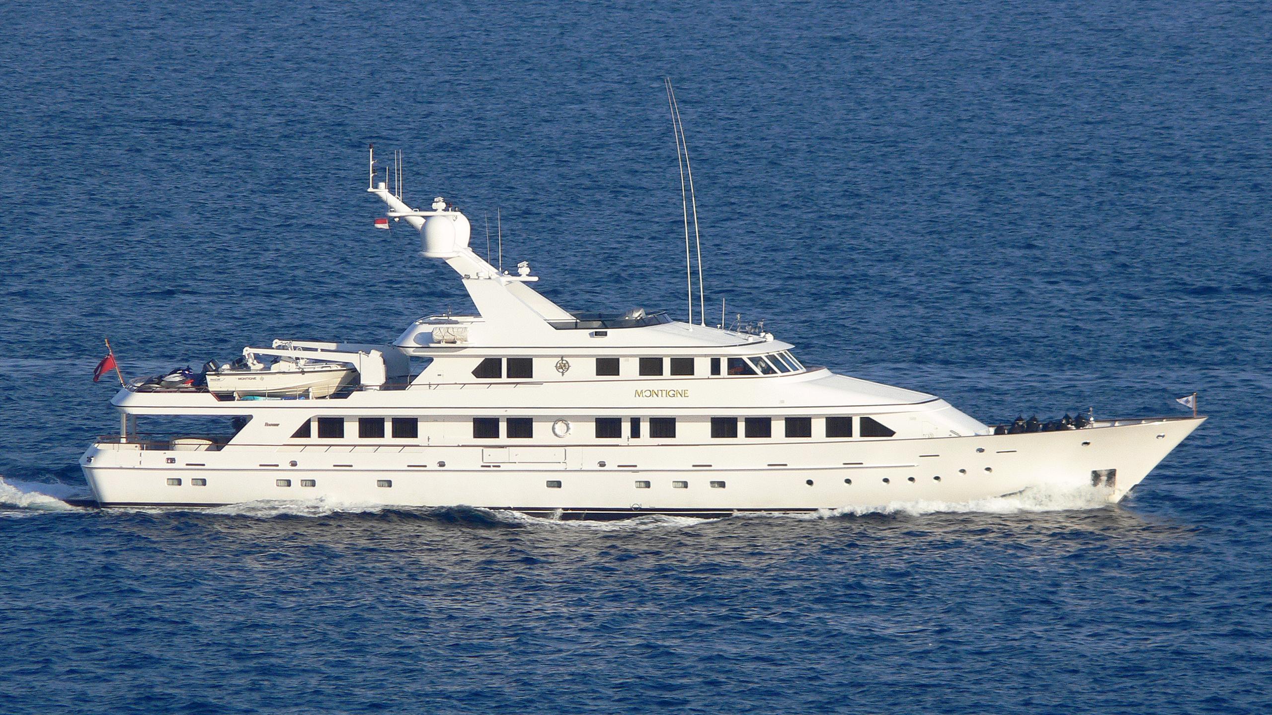 jana-yacht-exterior
