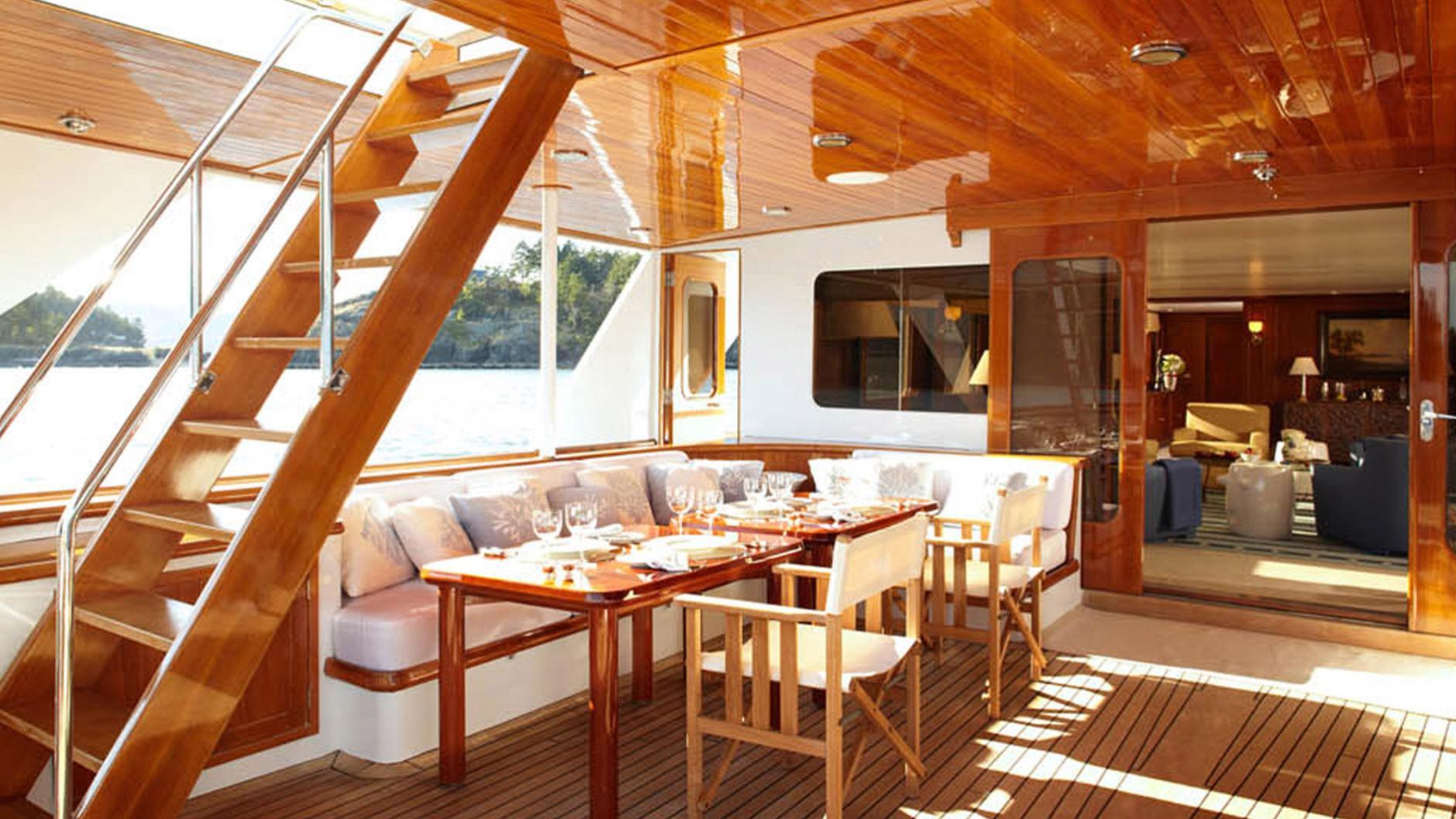 strangelove-yacht-aft-dining