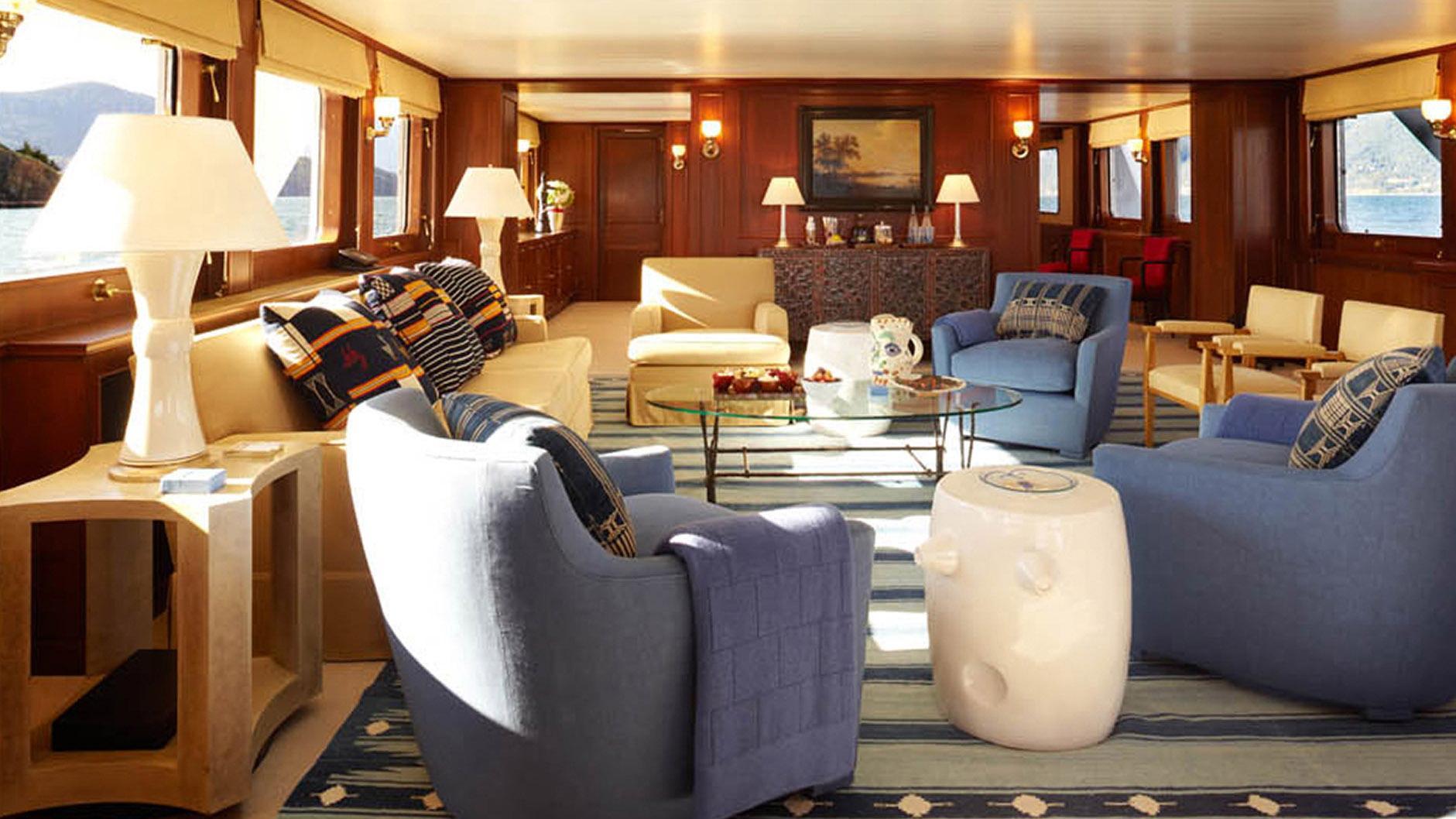strangelove-yacht-saloon