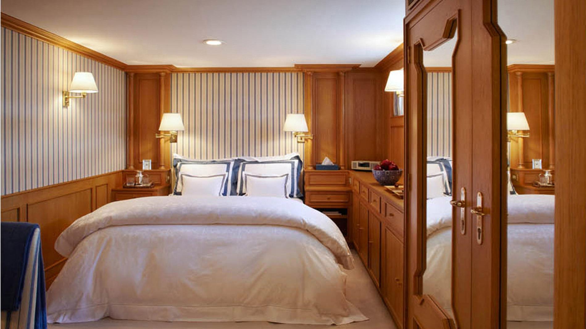 strangelove-yacht-double-cabin