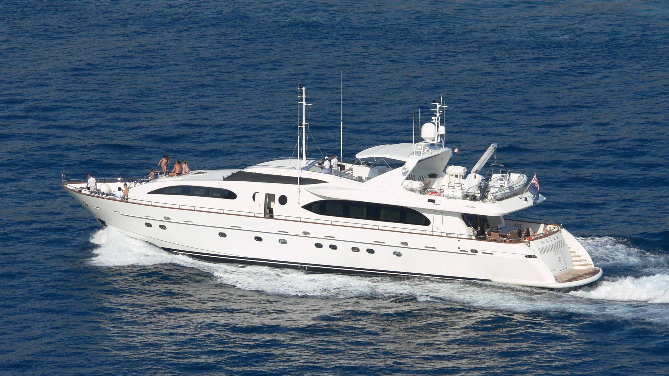 ester-yacht-exterior