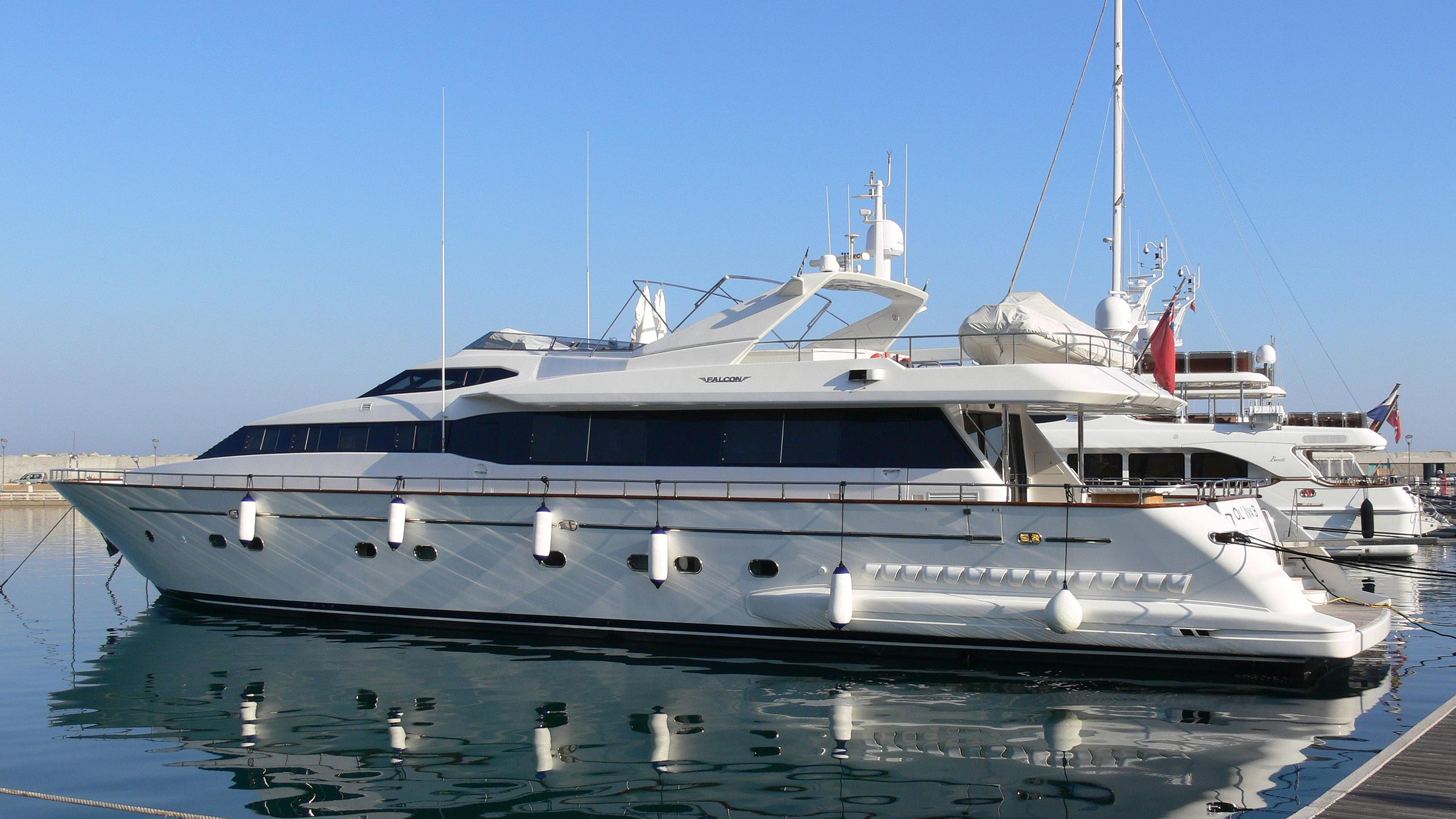ol-iva-b-yacht-exterior