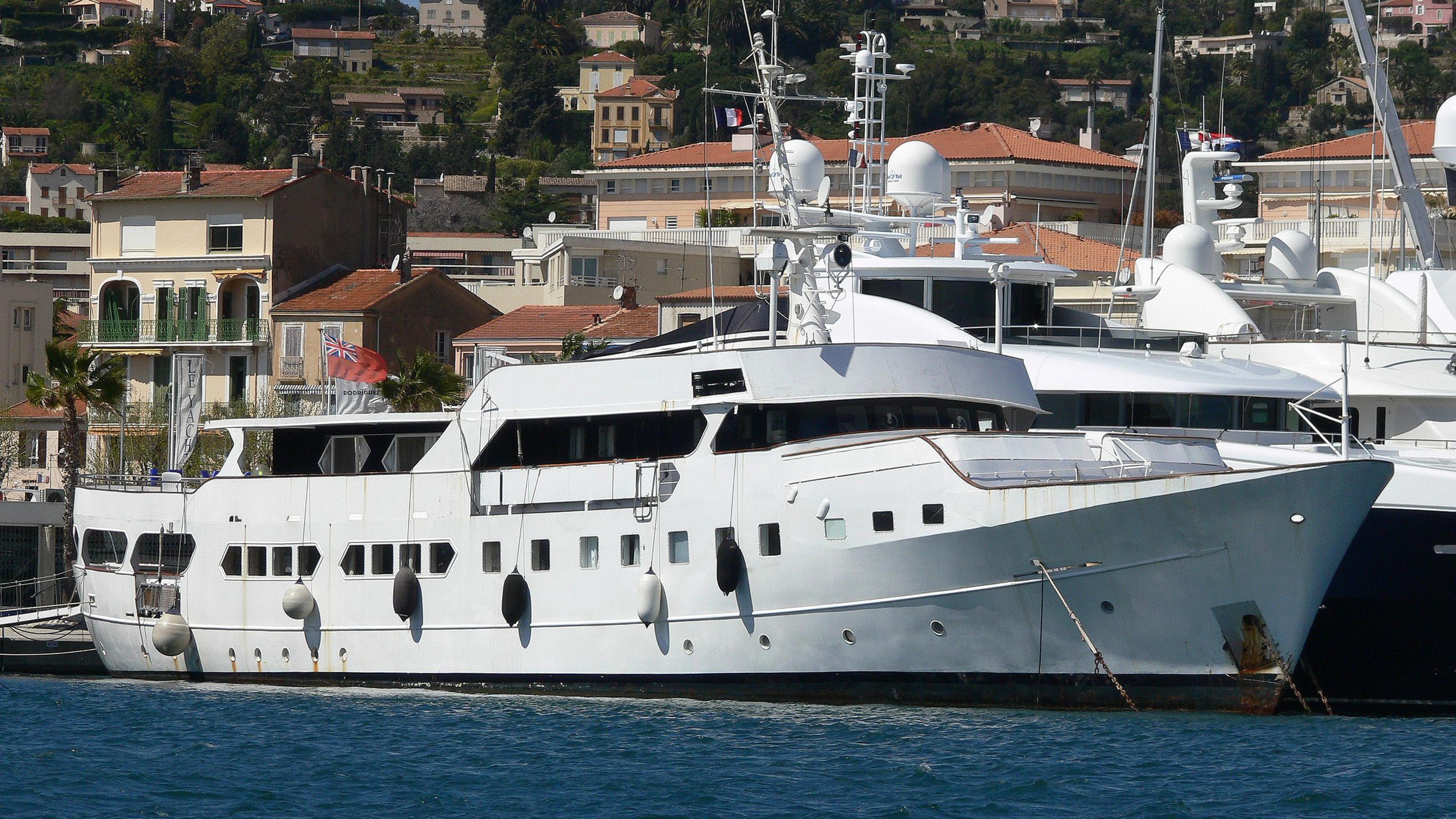 ariane-ni-yacht-exterior