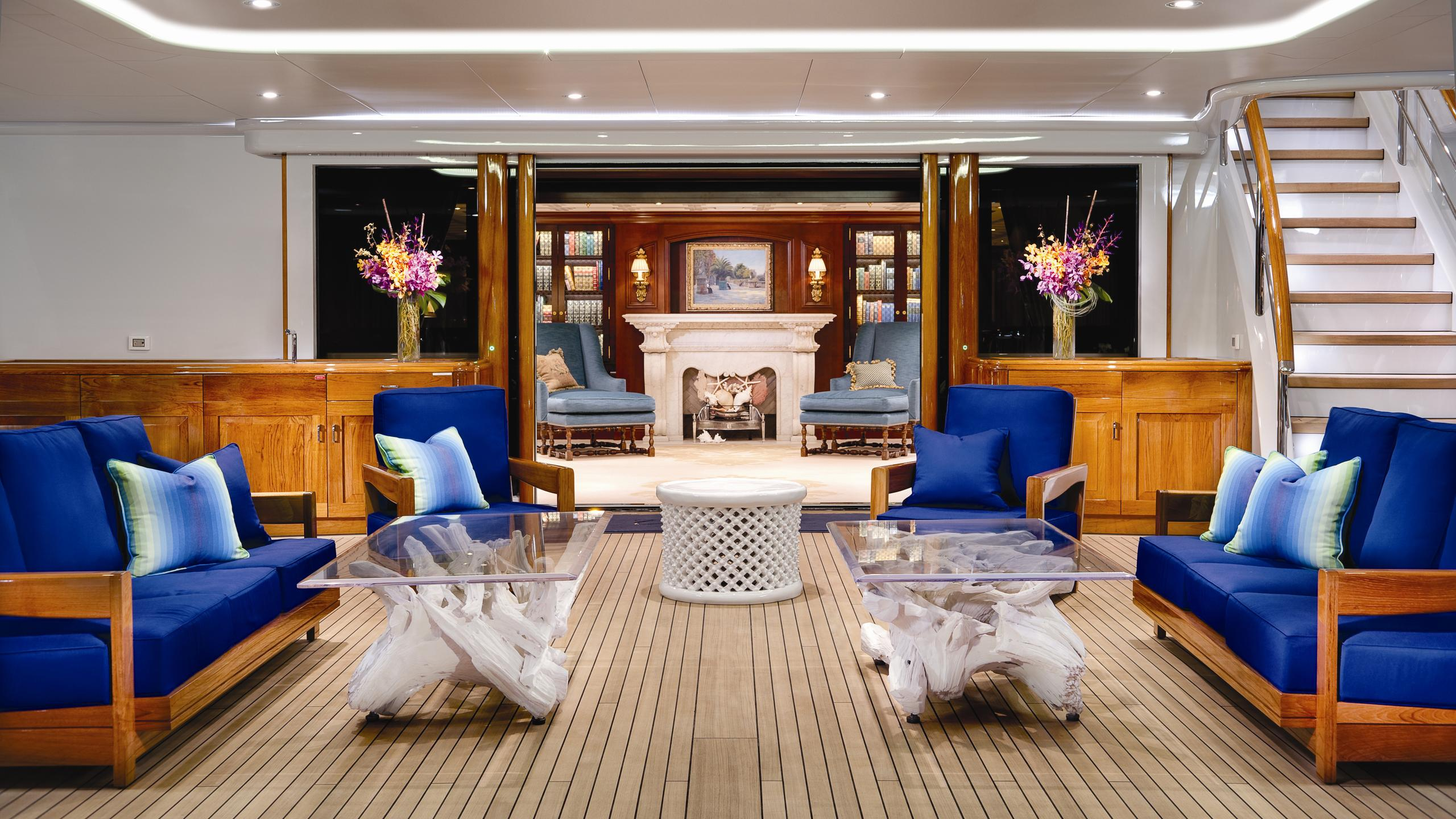 cakewalk-yacht-aft-lounge