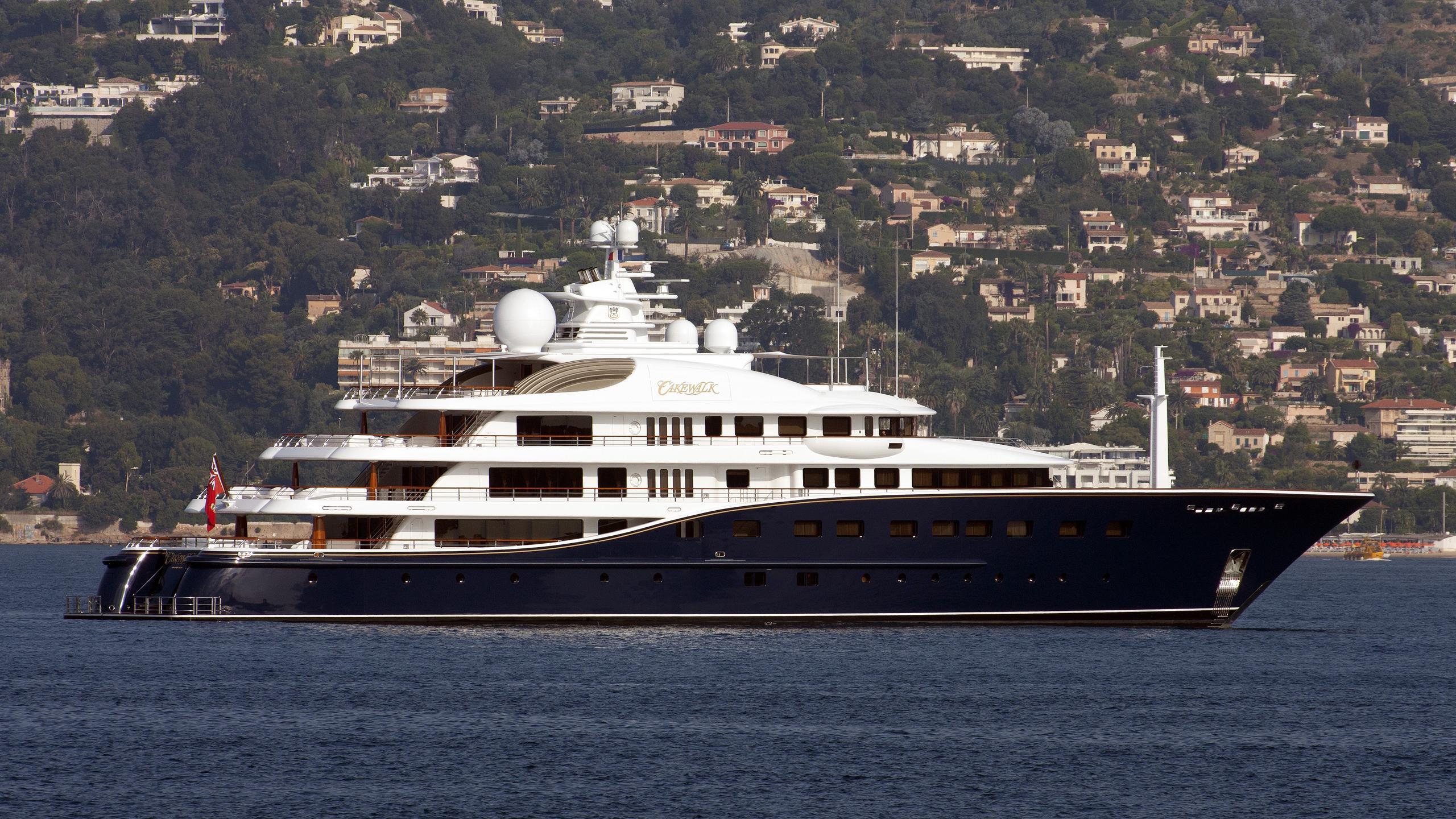 cakewalk-yacht-exterior