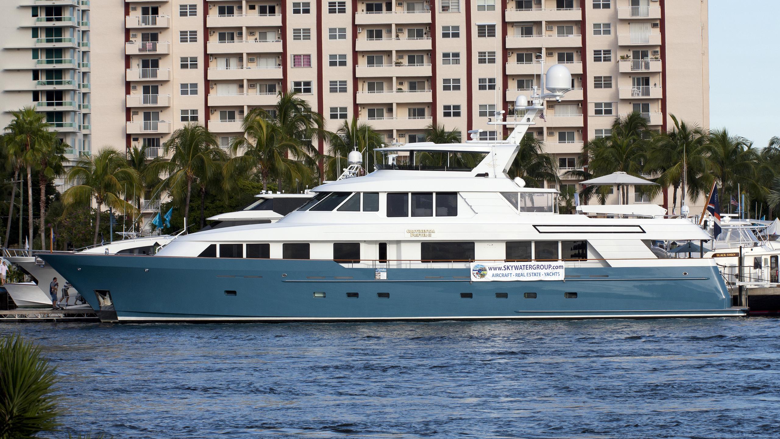 nita-k-yacht-exterior