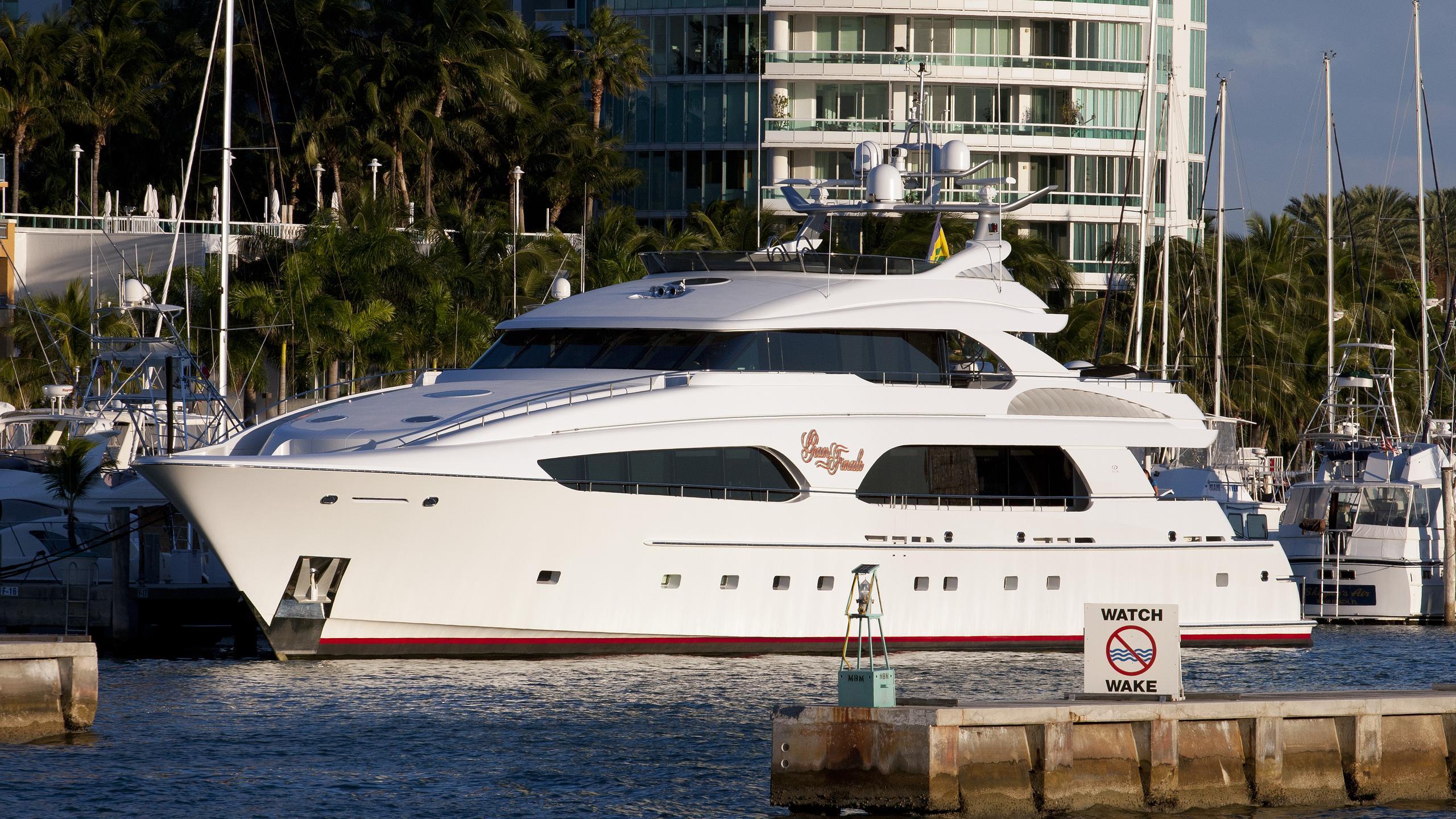 gran-finale-yacht-exterior