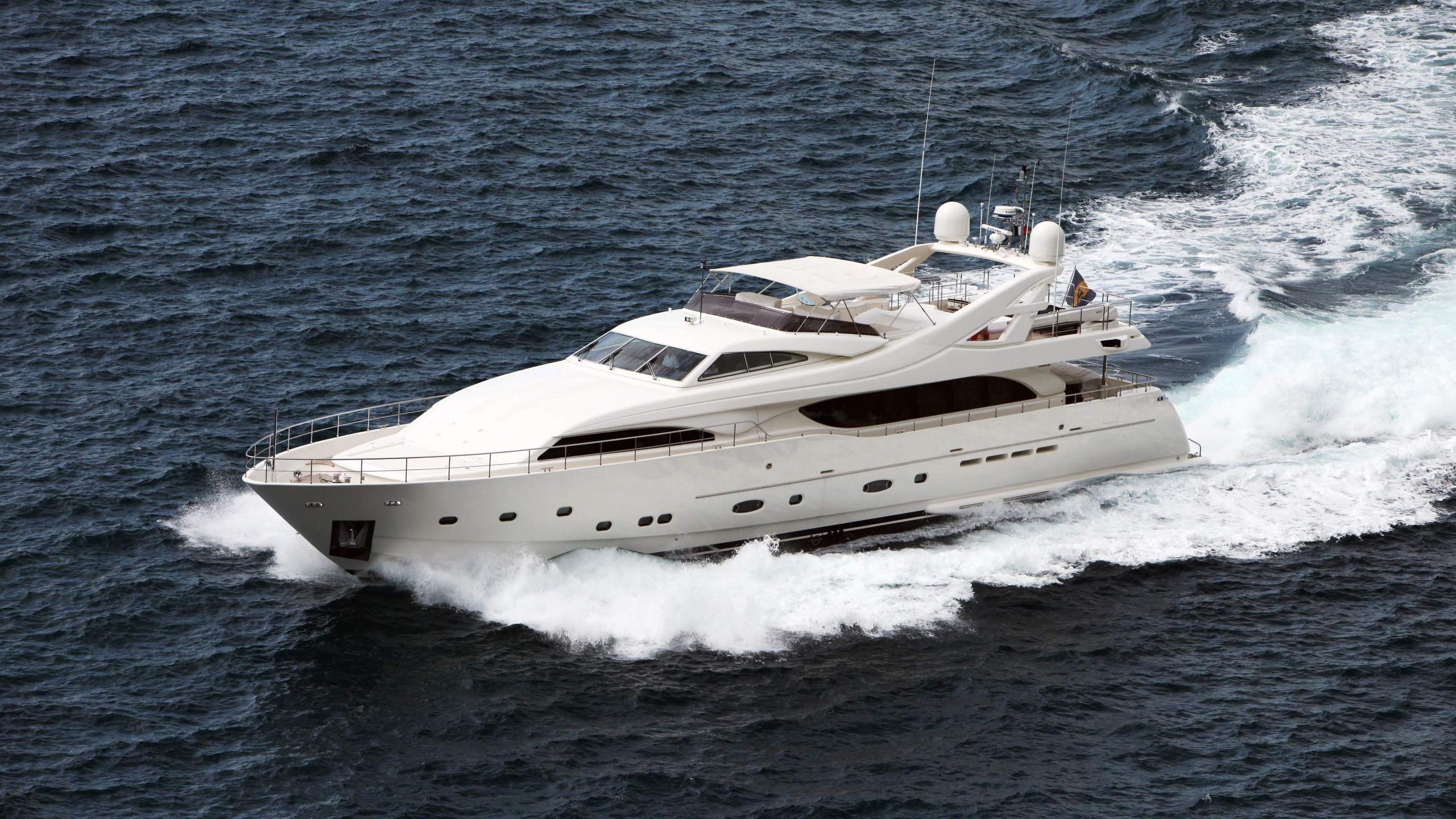 lady-maria-yacht-running